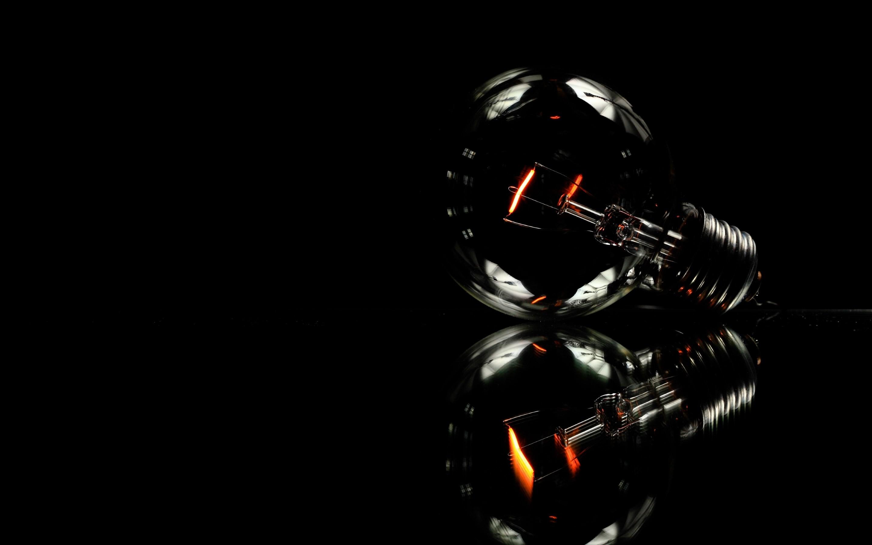 4K HD Wallpaper: Minimalist Light Bulb