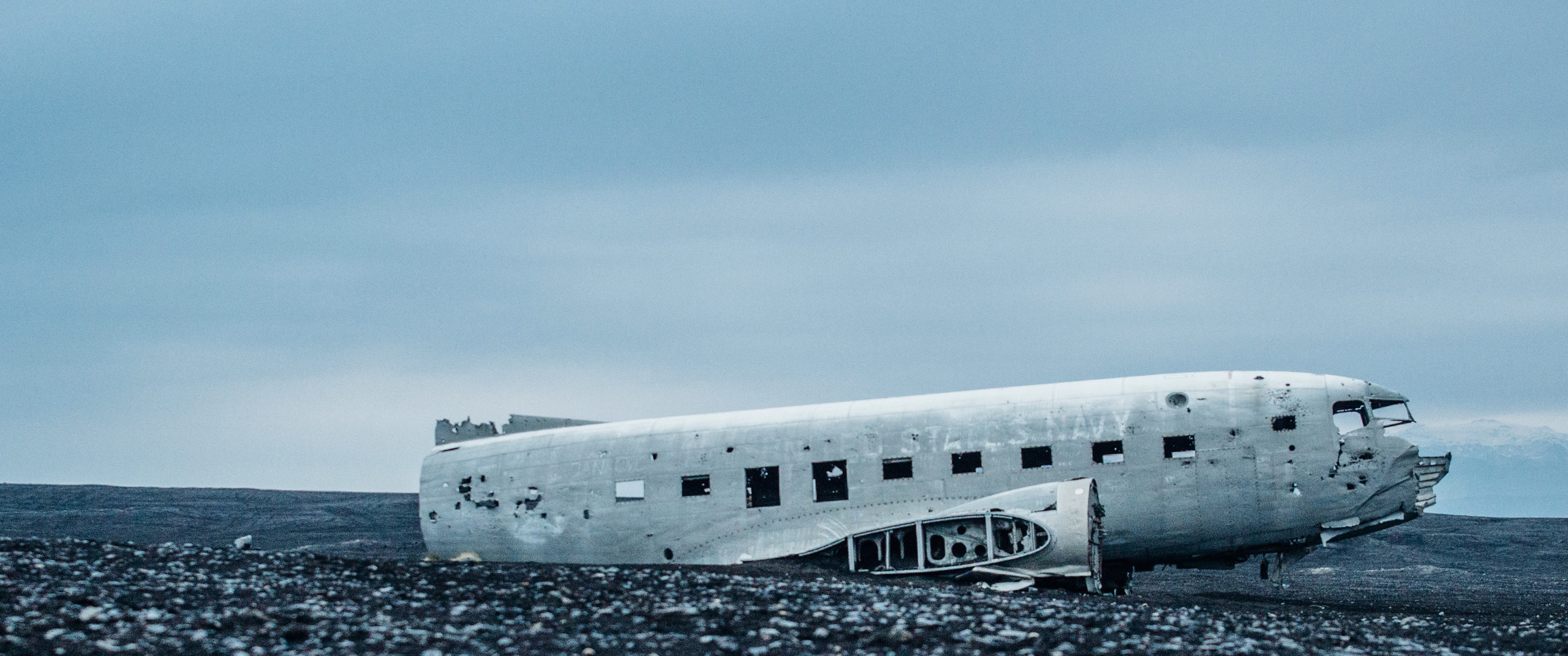 Abandoned Flight – 21:9 Ultrawide HD Wallpaper (3440×1440)