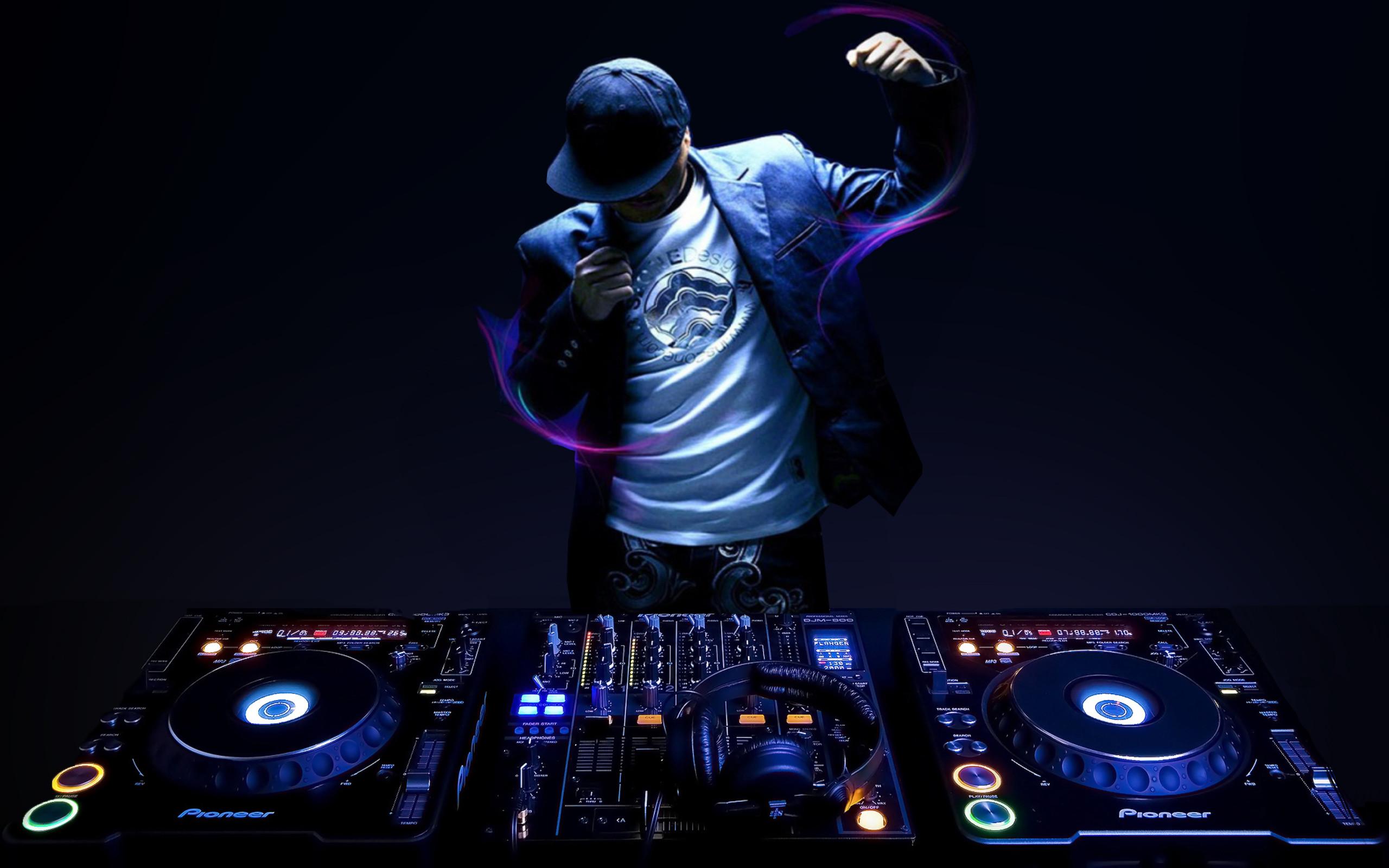 DJ-Hire-www.soundofmusicmobiledisco.com_