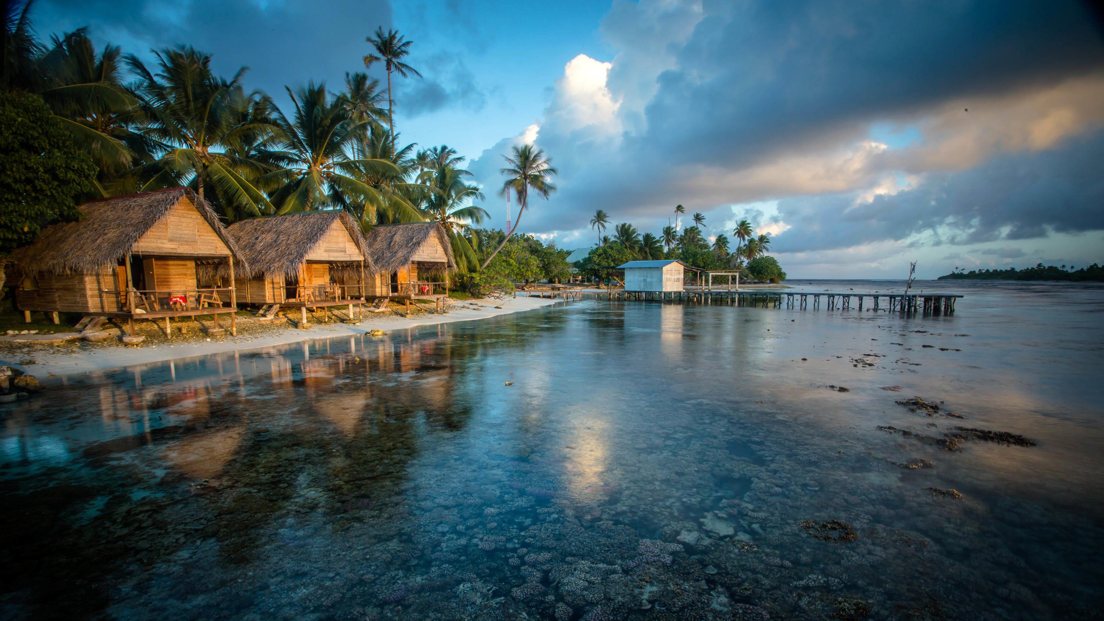 Tetamanu Village, French Polynesia wallpaper