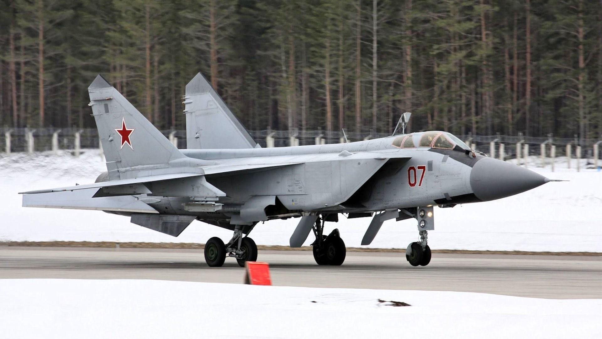 mig- 31 fighter-interceptor foxhound