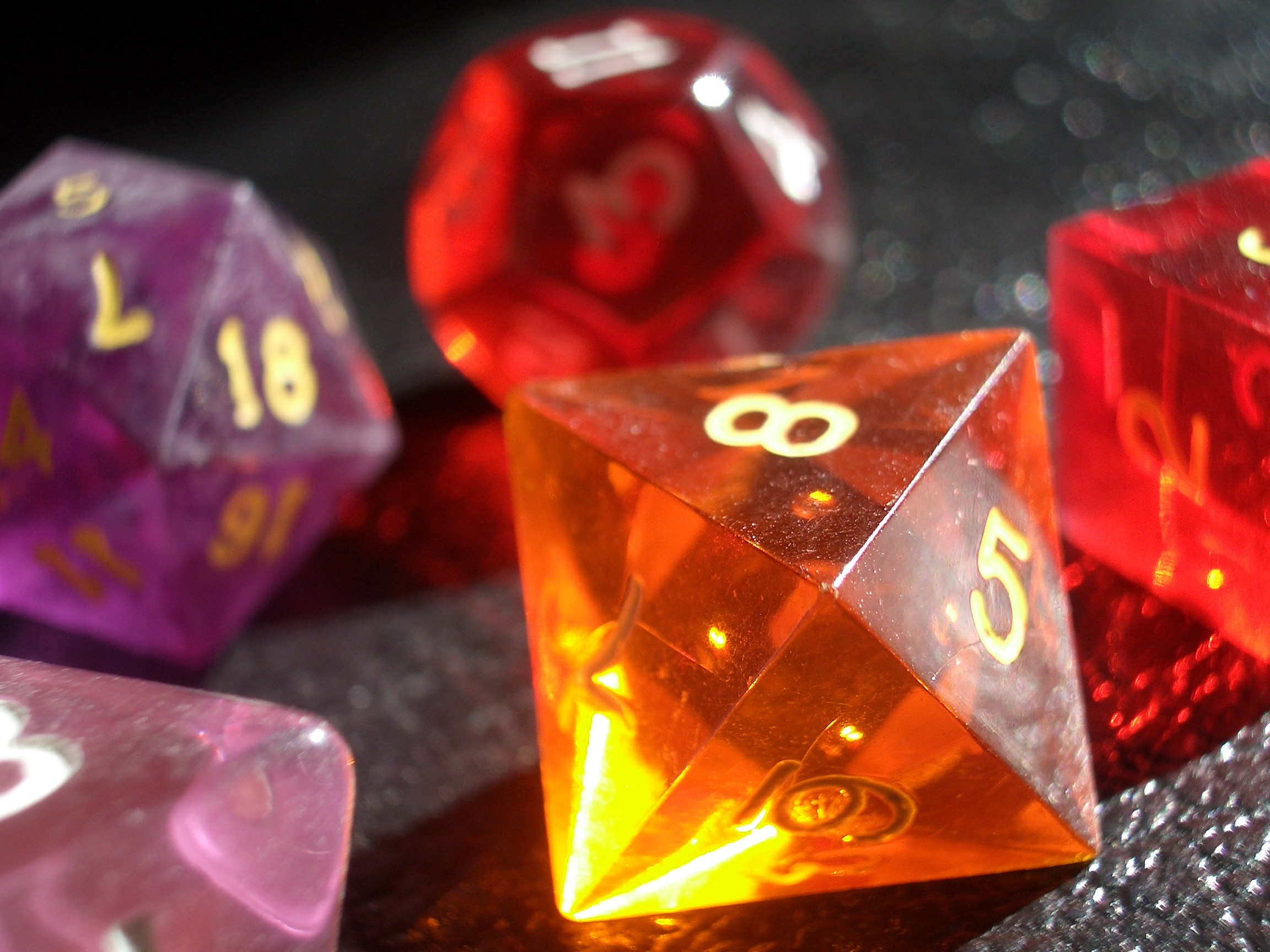 coloured gaming dice 4details