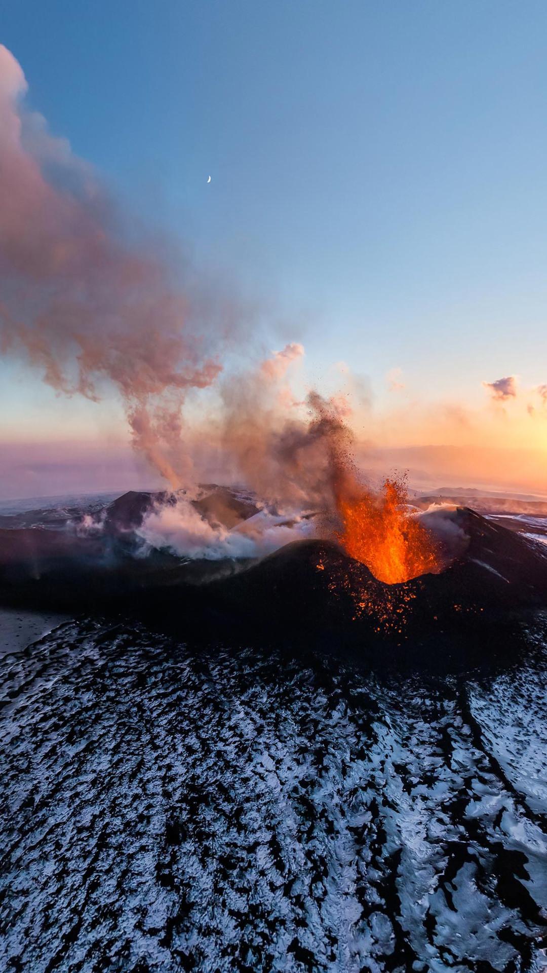 Active Volcano #iPhone #6 #plus #wallpaper