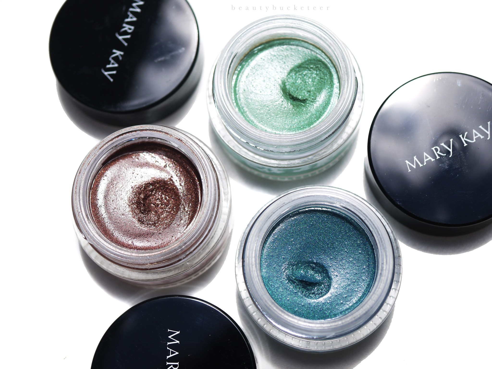 Best of all, they're very, very intensely pigmented! My favorite would have  to Lagoon because it's such a unique shade!