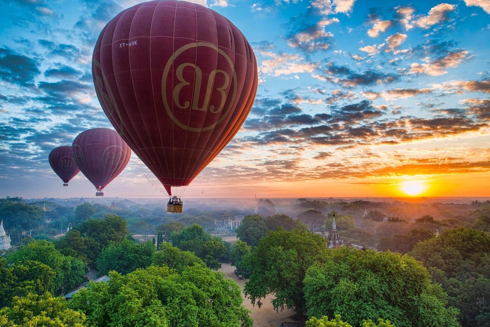 bagan myanmar burma pagan myanmar burma balloons sky sunset panorama