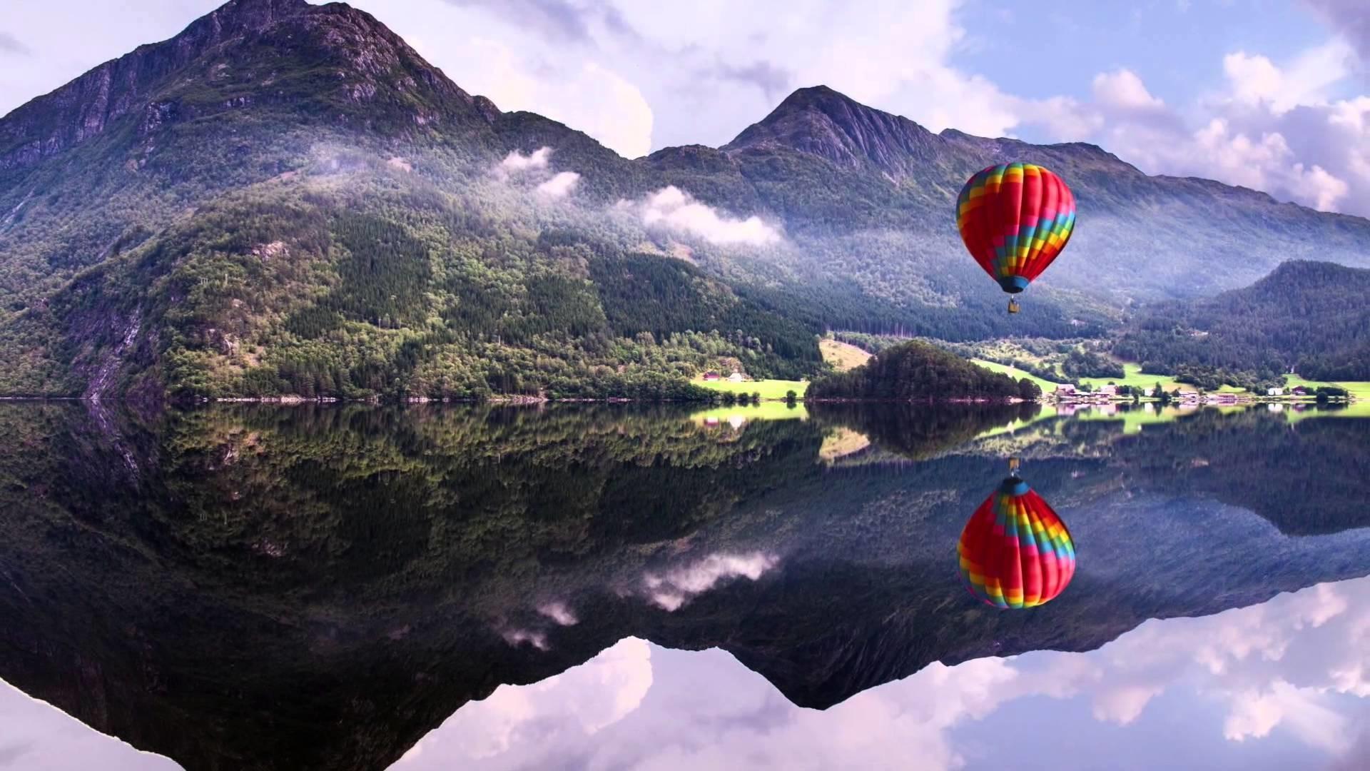 4K ULTRA HD Baloon, Lake, Mountains