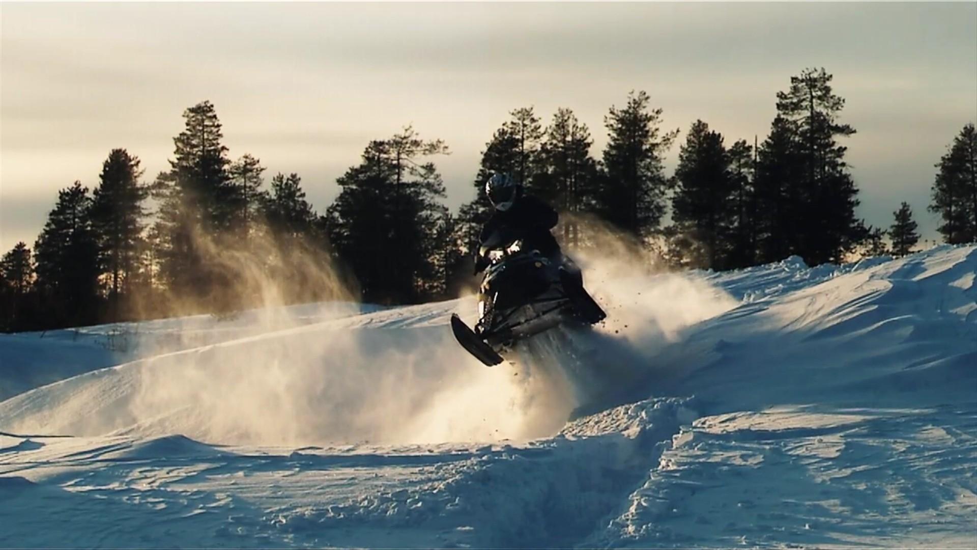 Vehicles / Snowmobile Wallpaper