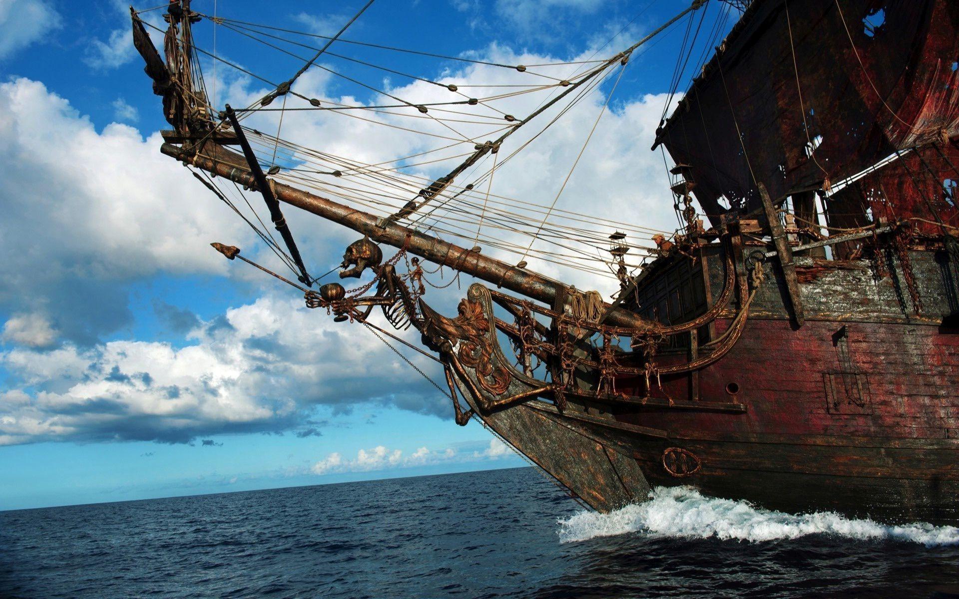 Old pirate ship Wallpaper 28046