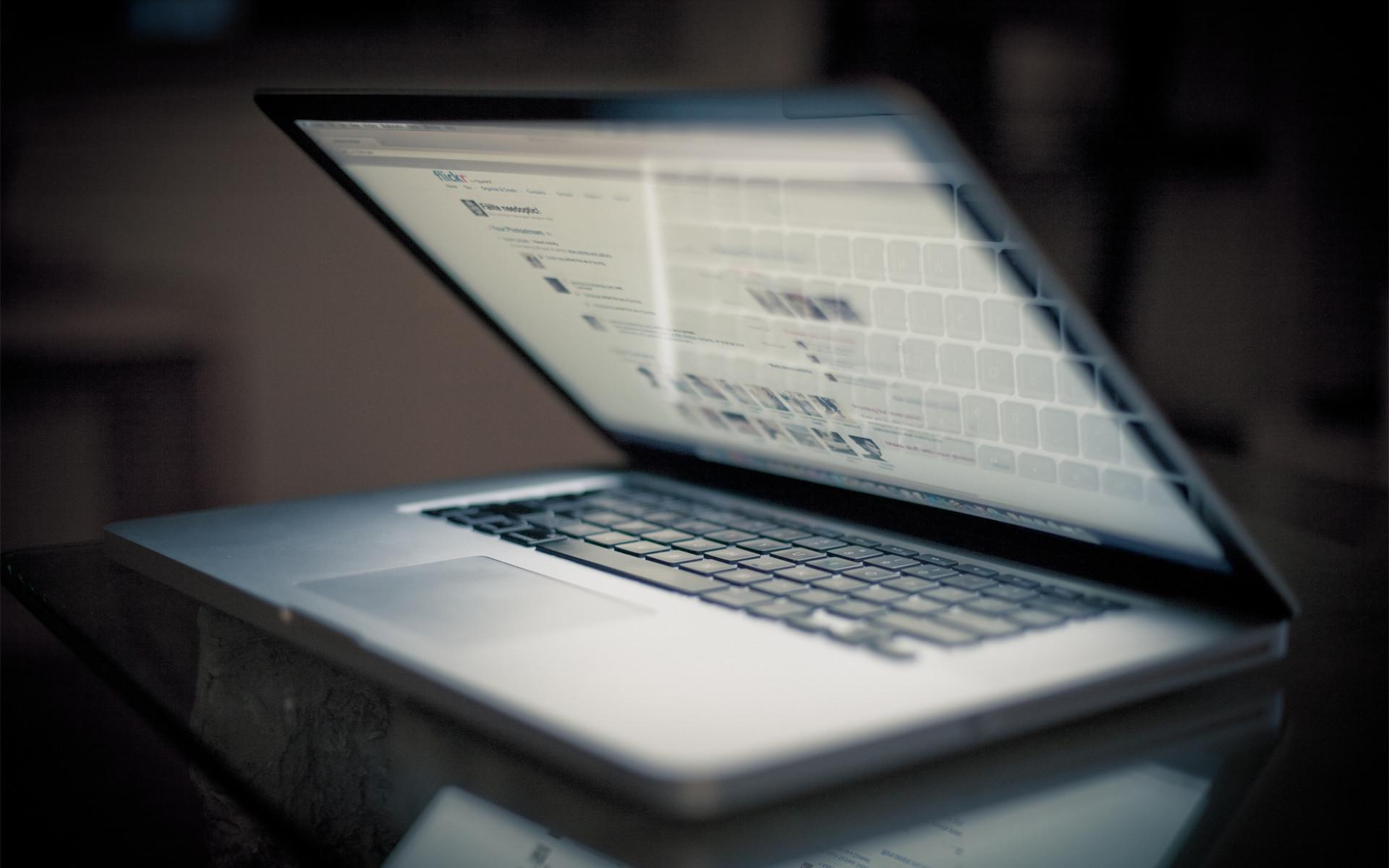 Apple Macbook Pro desktop PC and Mac wallpaper
