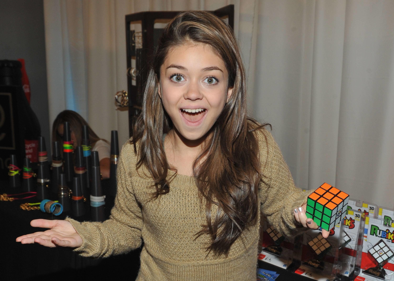 Sarah Hyland Rubik's Cube Wallpaper