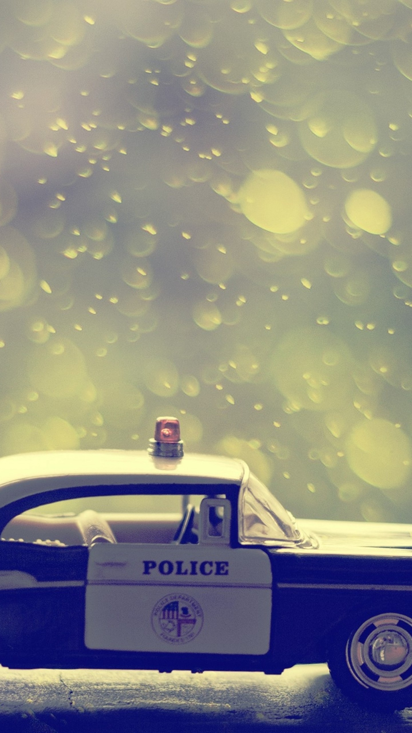 Preview wallpaper machine, toy, police 1440×2560