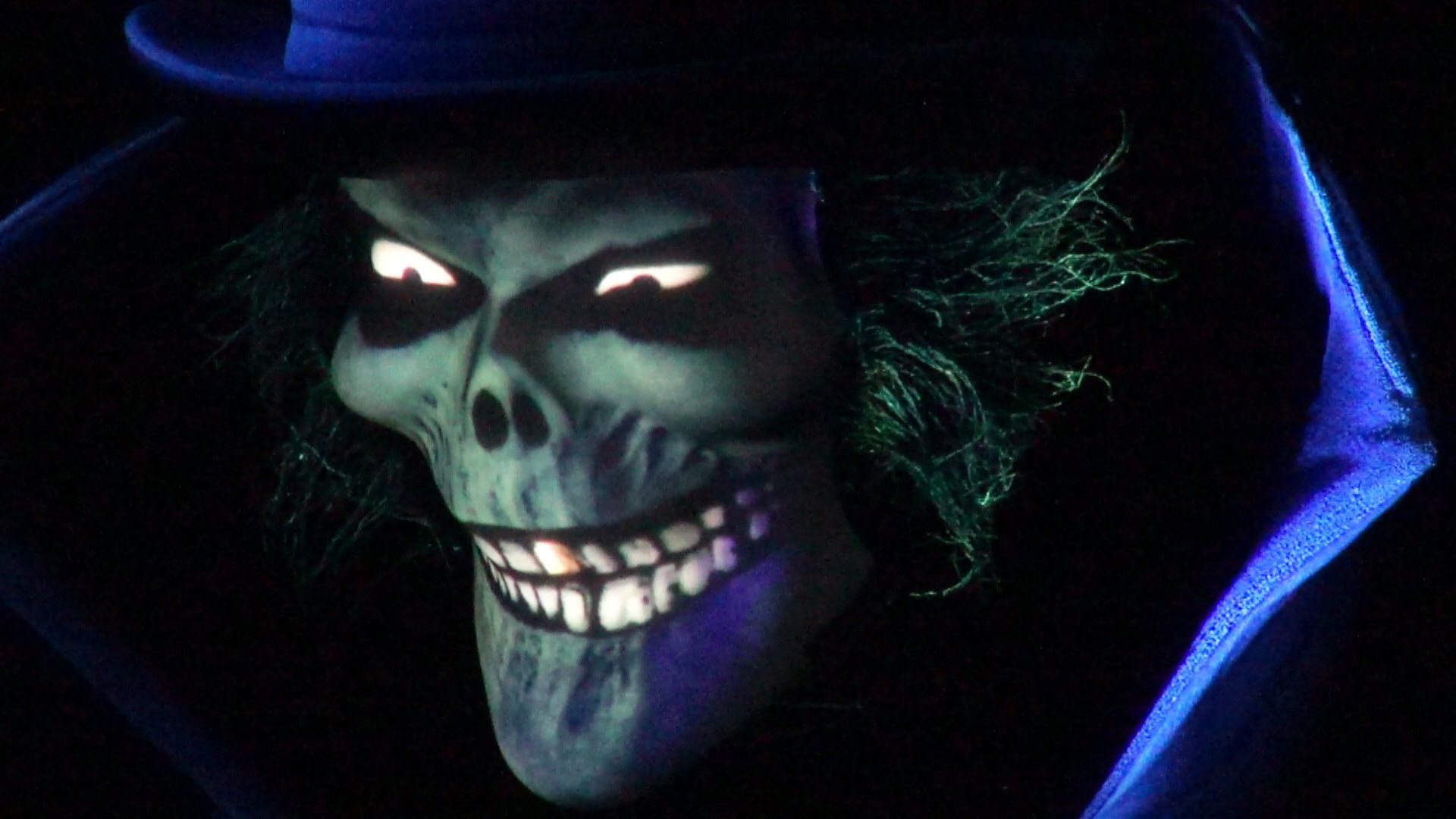 Hatbox Ghost Ultimate Low Light with Doom Buggy Stopped, Super Close Up, Haunted  Mansion, Disneyland – YouTube
