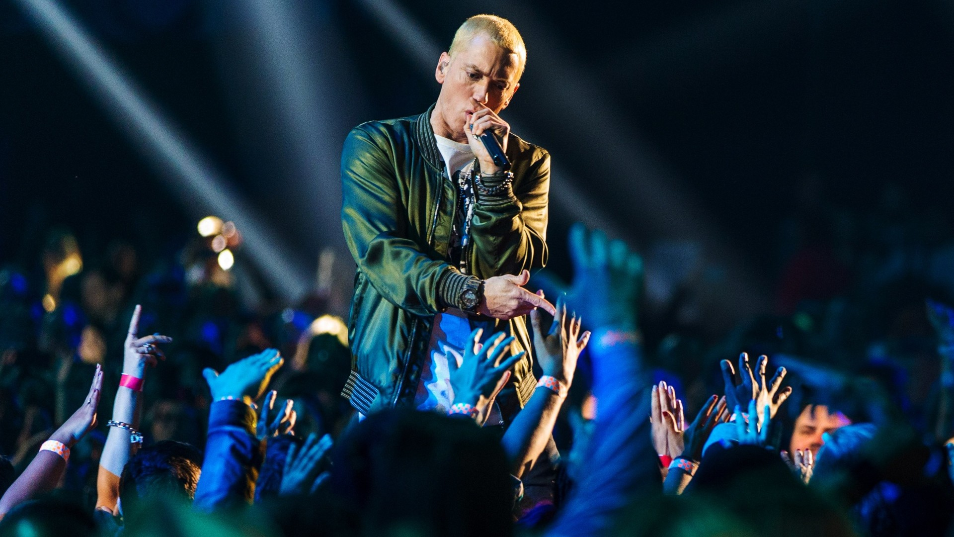 Preview wallpaper eminem, performance, audience, hands 1920×1080