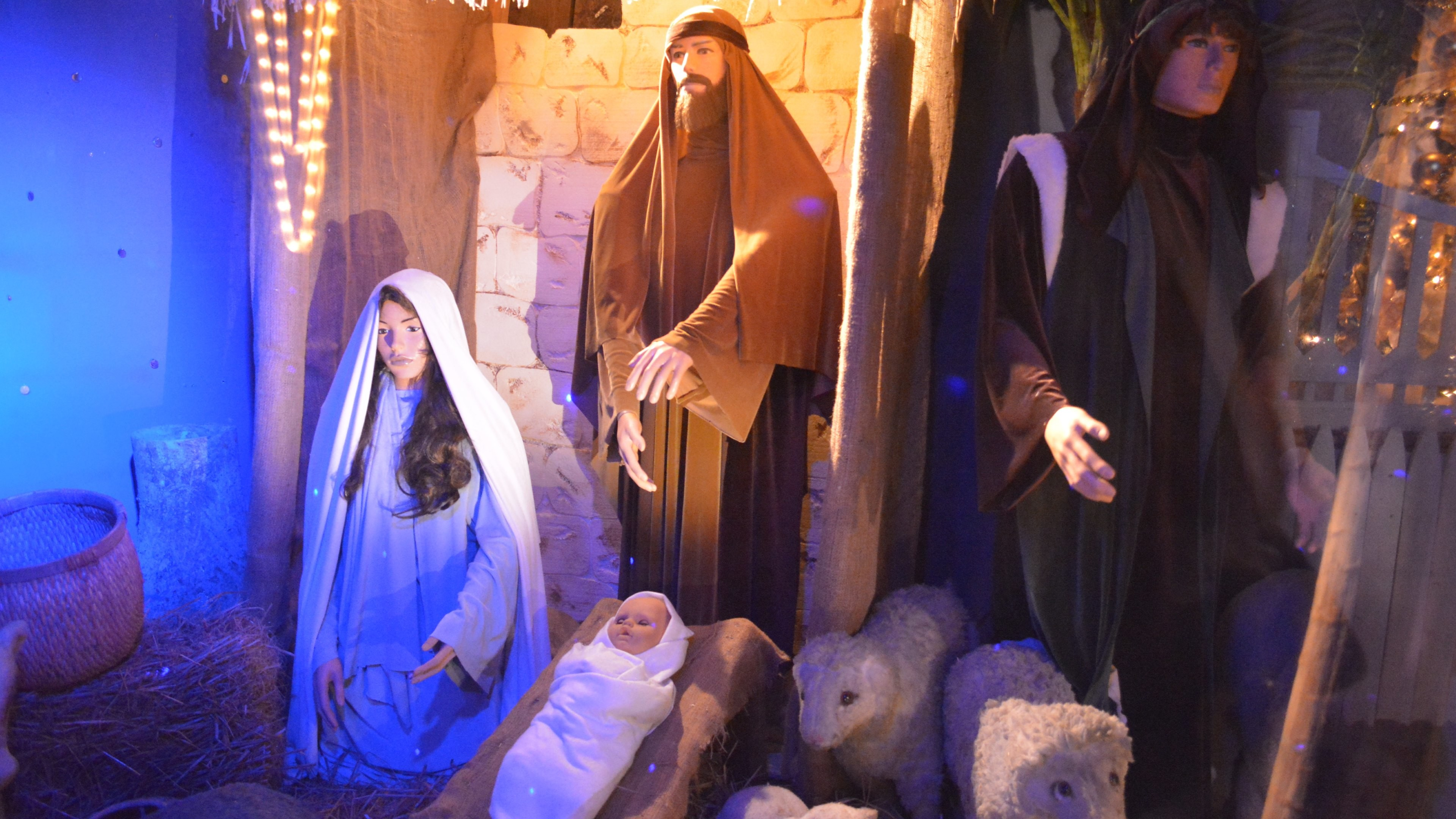 Birth of Jesus scene at every Christmas HD Wallpapers. 4K Wallpapers