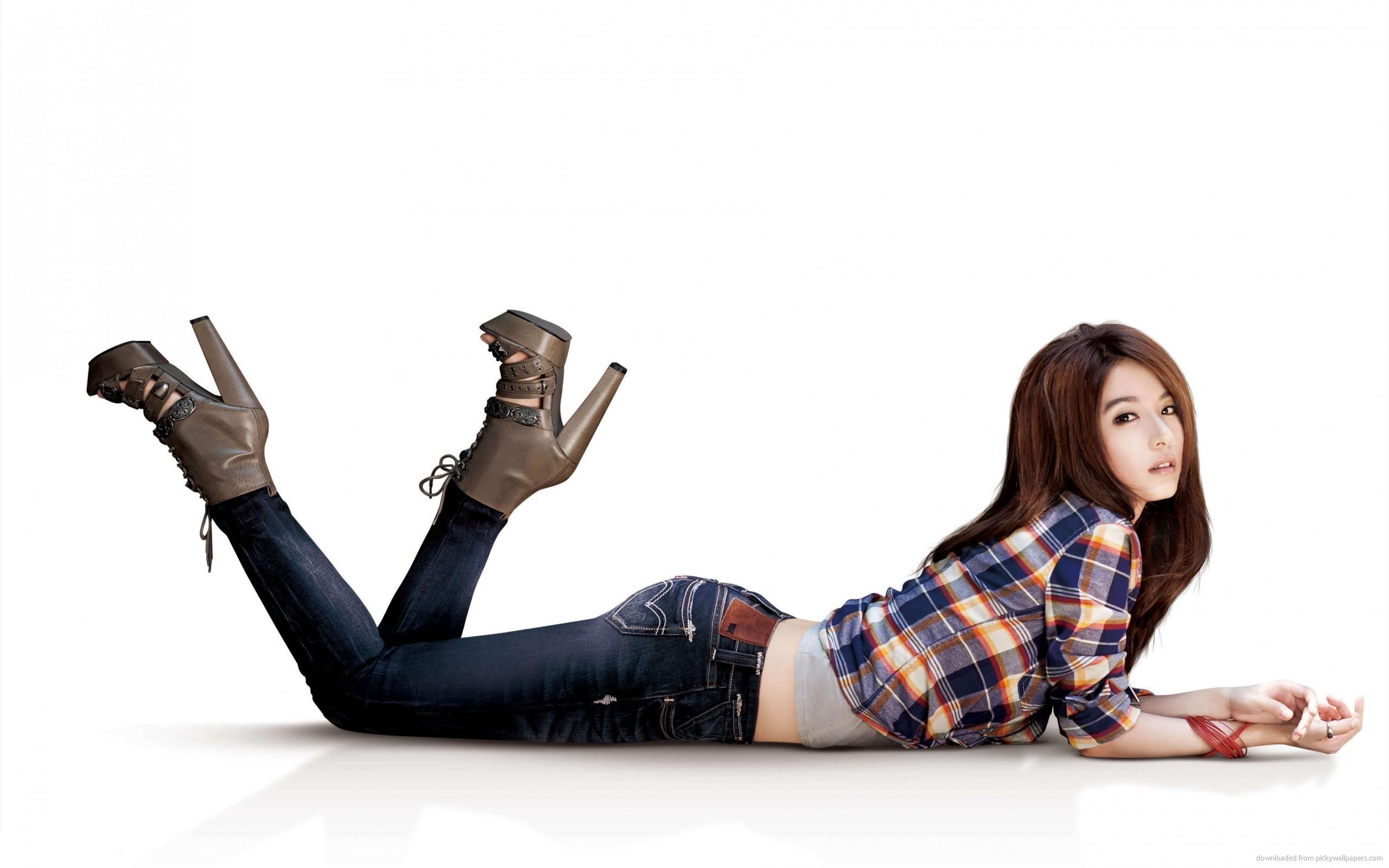 Asian Girl White Background for 2560×1600