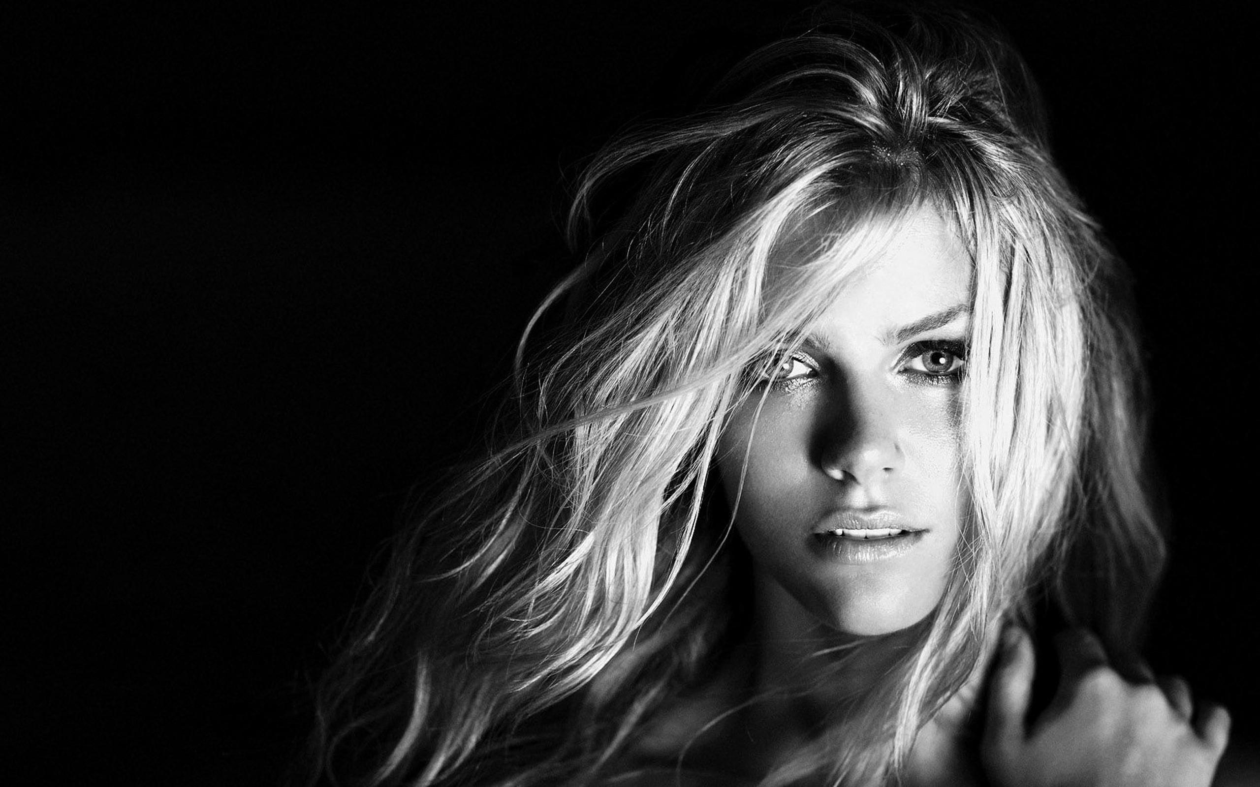 sexy-girl-wallpaper-12;  blondes_women_models_brooklyn_decker_monochrome_black_background_2560x1600_wallpaper_Wallpaper_2560x1600_www_wallpaperswa_com