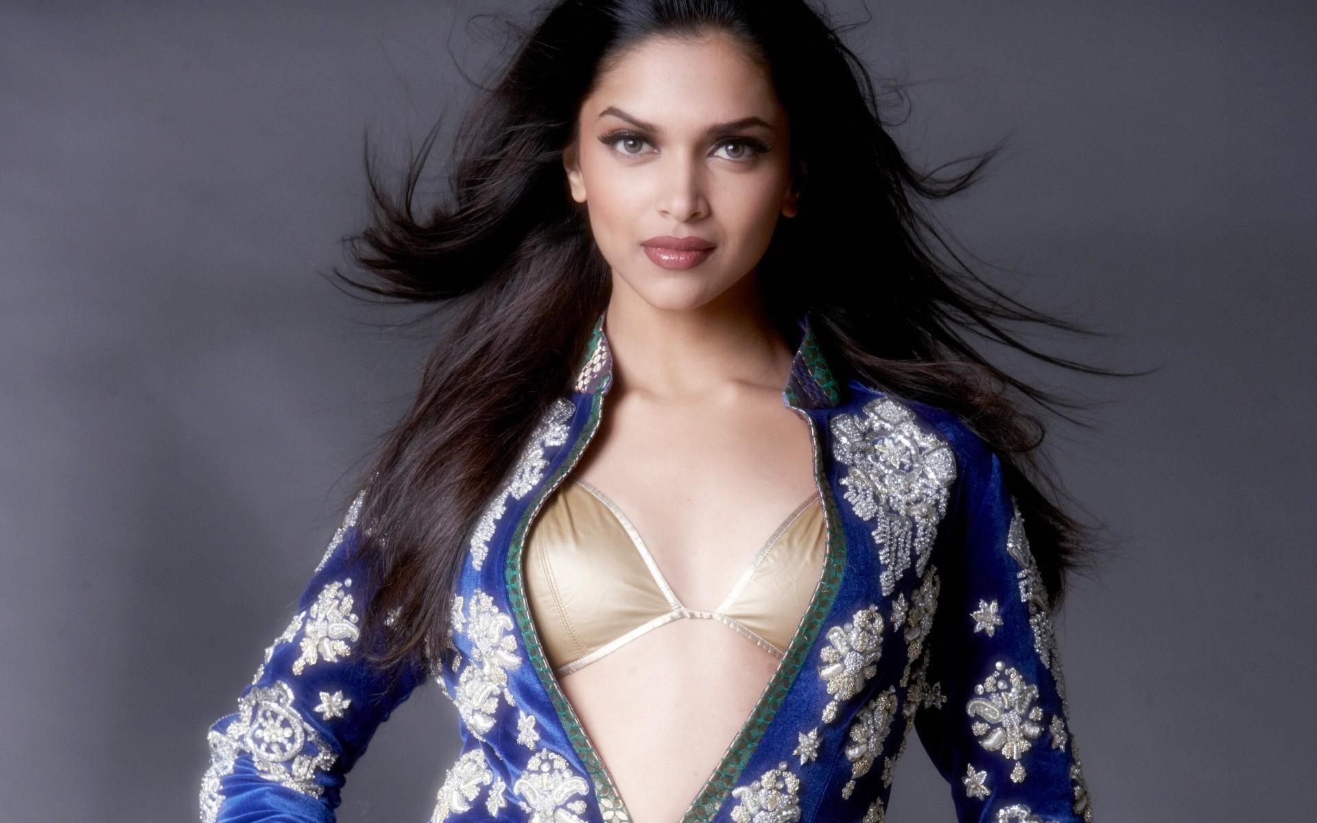 Hot and Beautiful Hindi Picture Film Heroine Deepika Padukone Stylist  Picture