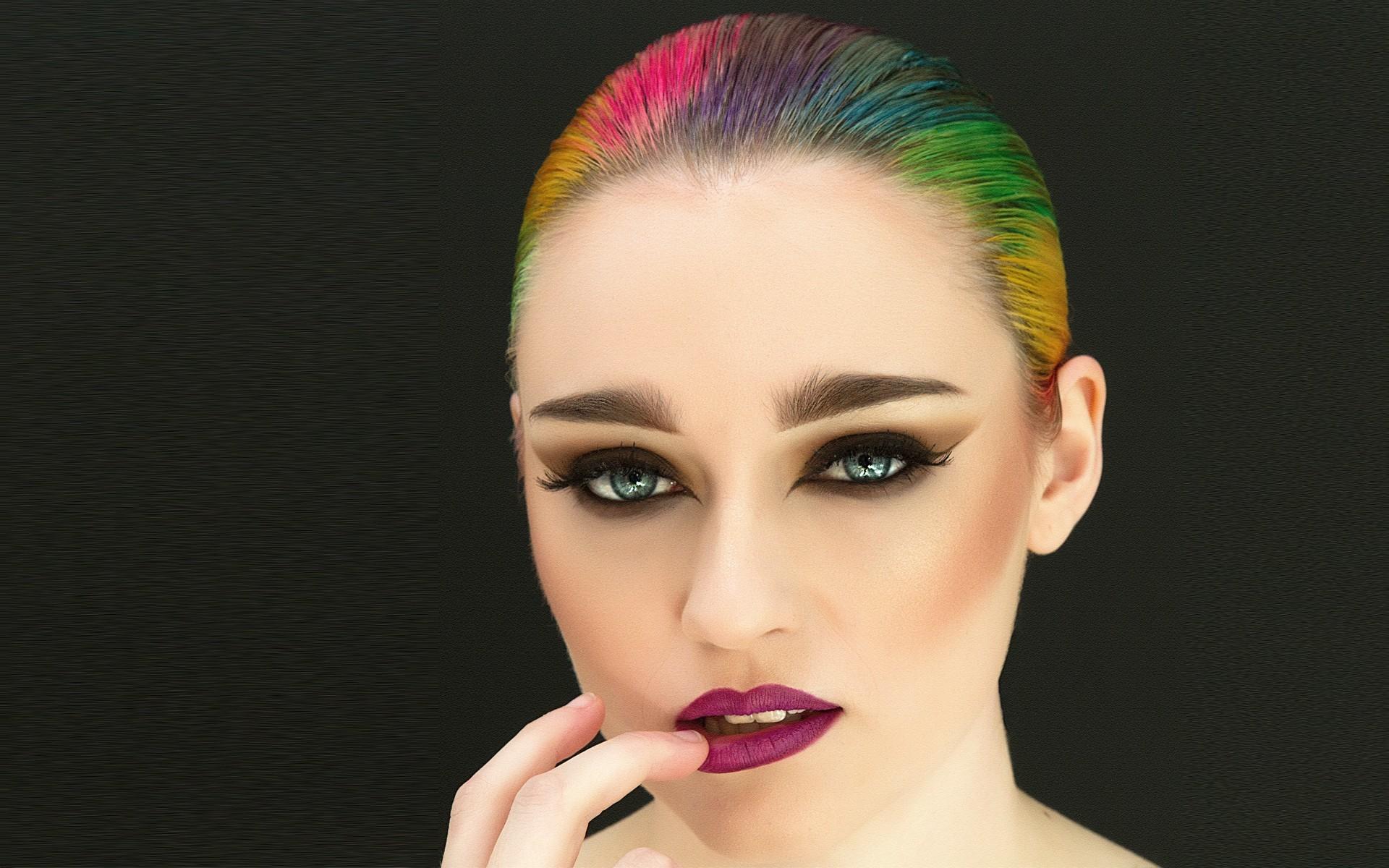 Fashion Girl Make-Up & Hair Stylist