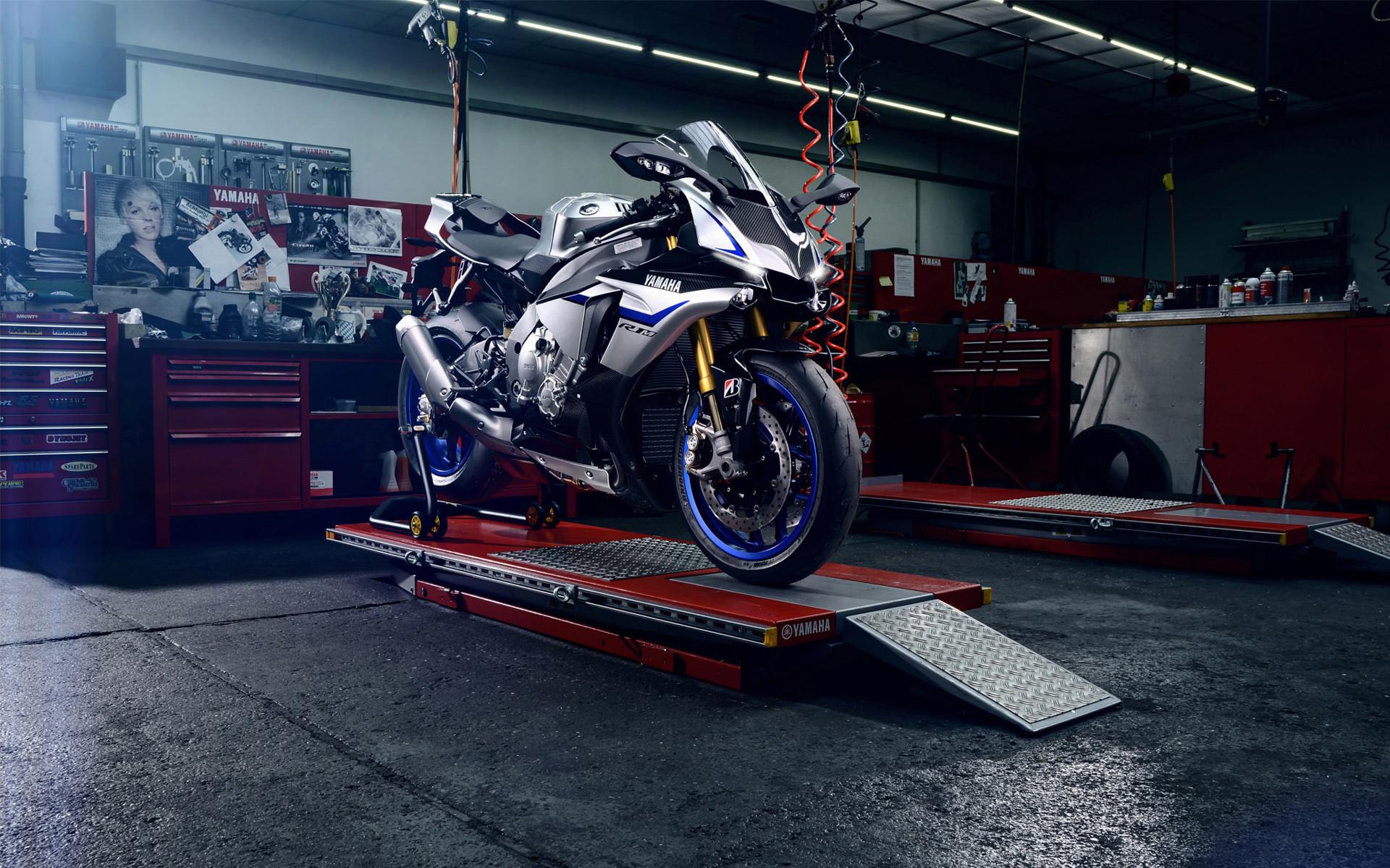 Yamaha YZF R1M 2015