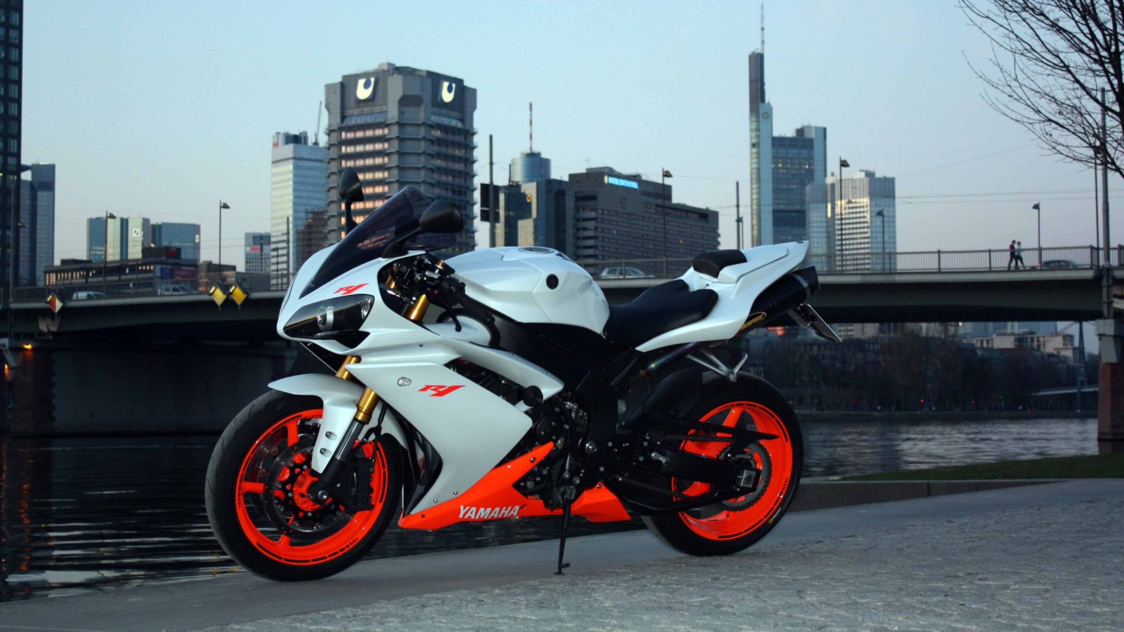 Preview wallpaper yamaha, r1, side view, city 3840×2160