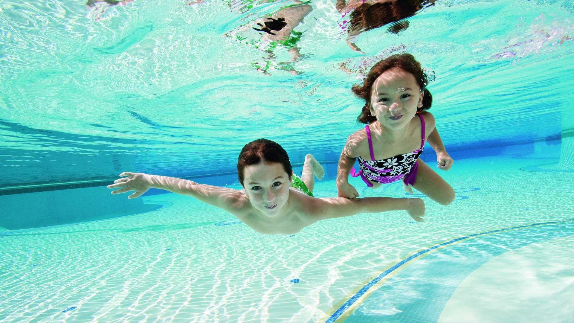 Kids in Swimming Pool Wallpaper