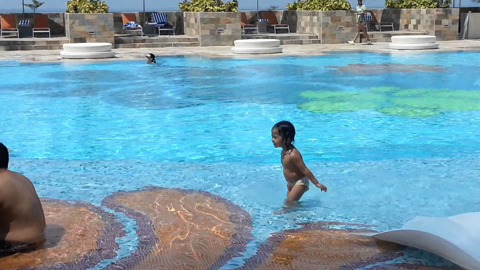 Solaire hotel swimming with kids