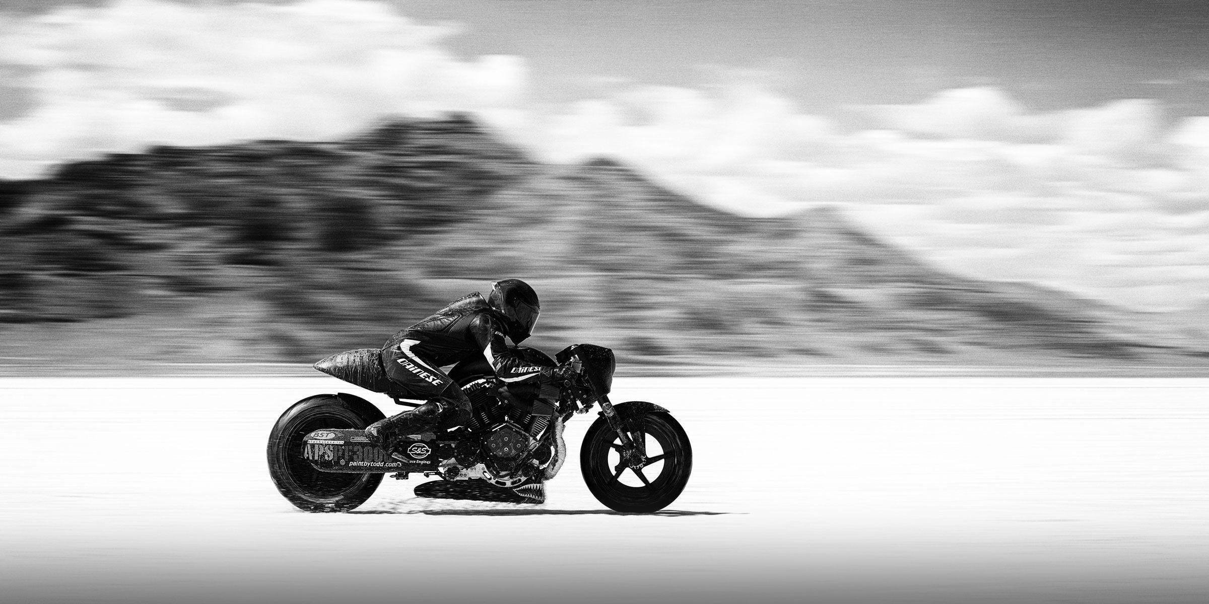 AMA Land Speed Record Top Speed: 176.458 MPH Average Speed: 171.005 MPH  Motorcycle: