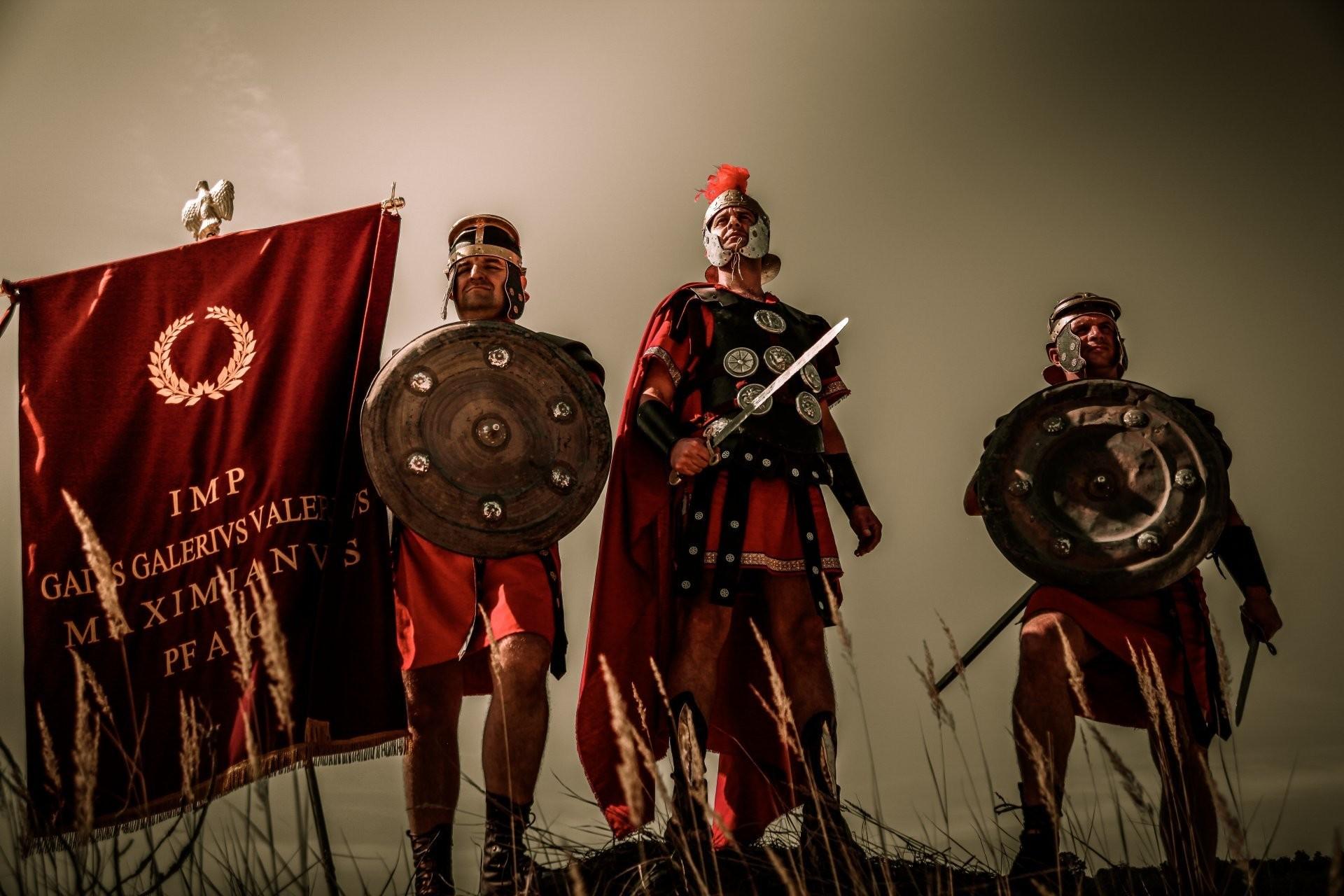 warriors legion armour weapon rome standart