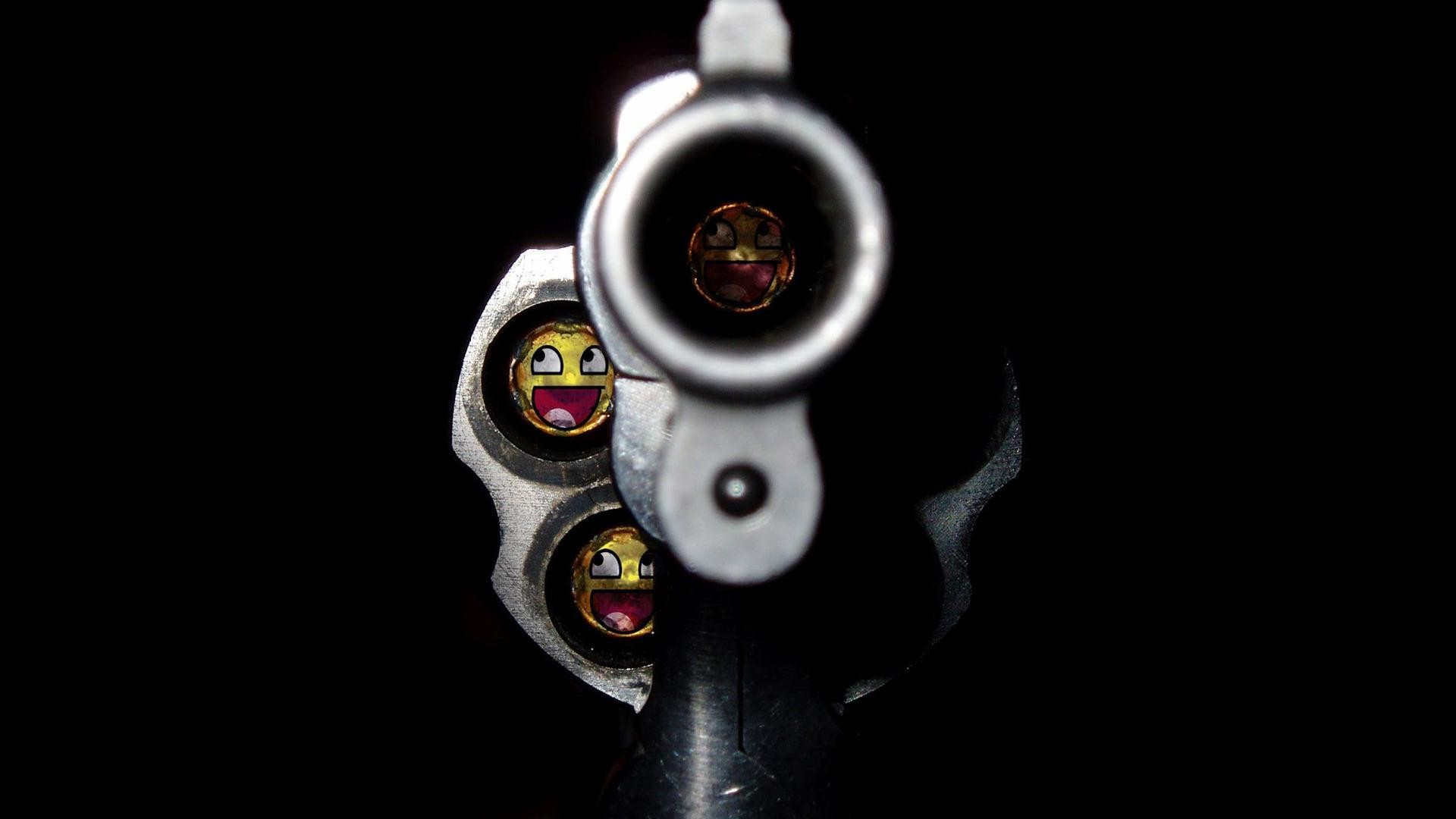 The muzzle of a revolver wallpapers and images – wallpapers .