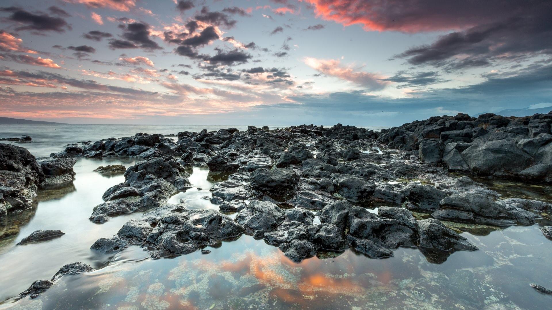 4K HD Wallpaper: Rocks, shore, skyline at Këökea Ahupua'a