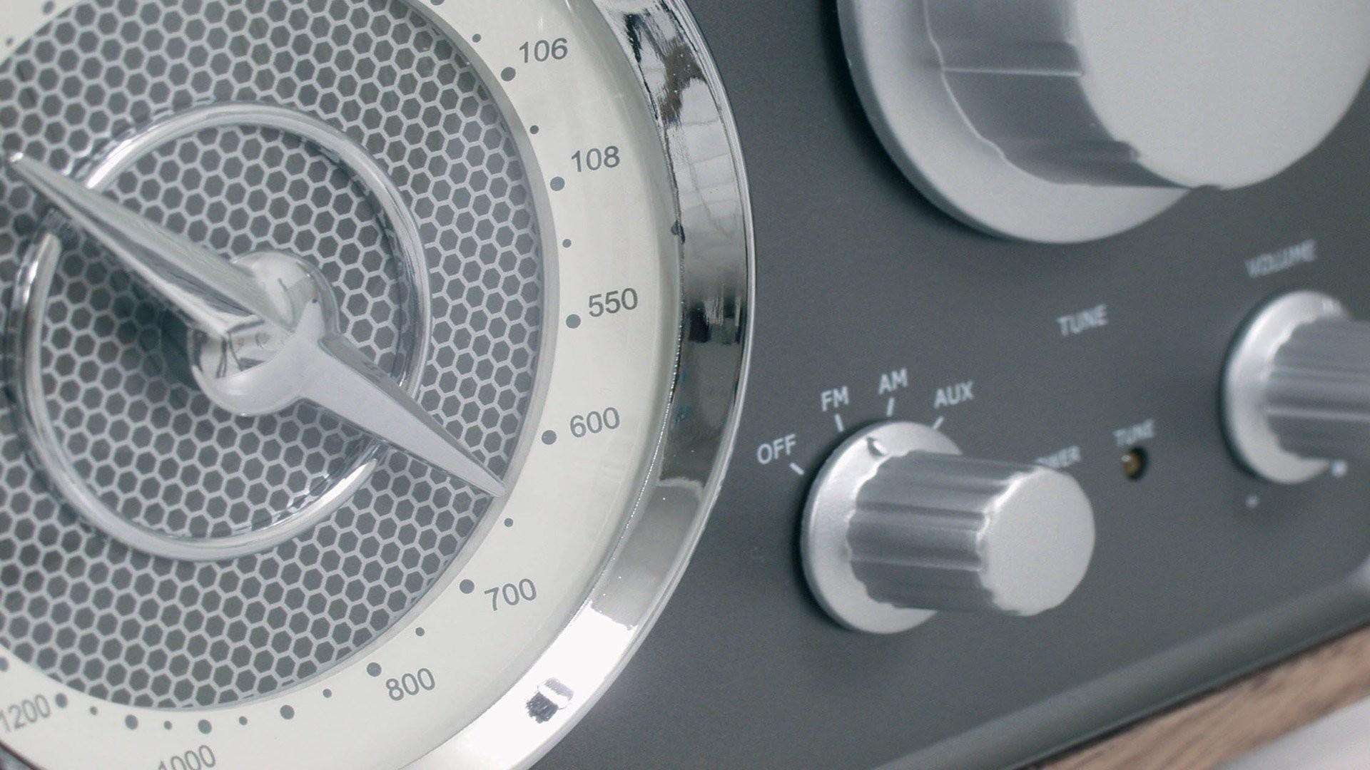 Tangent UNO Classic Retro FM/AM Table Radio