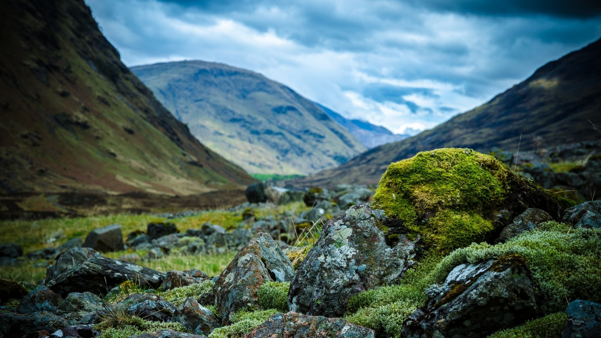 Preview wallpaper scotland, mountains, stones, moss, clouds, cloudy  1920×1080