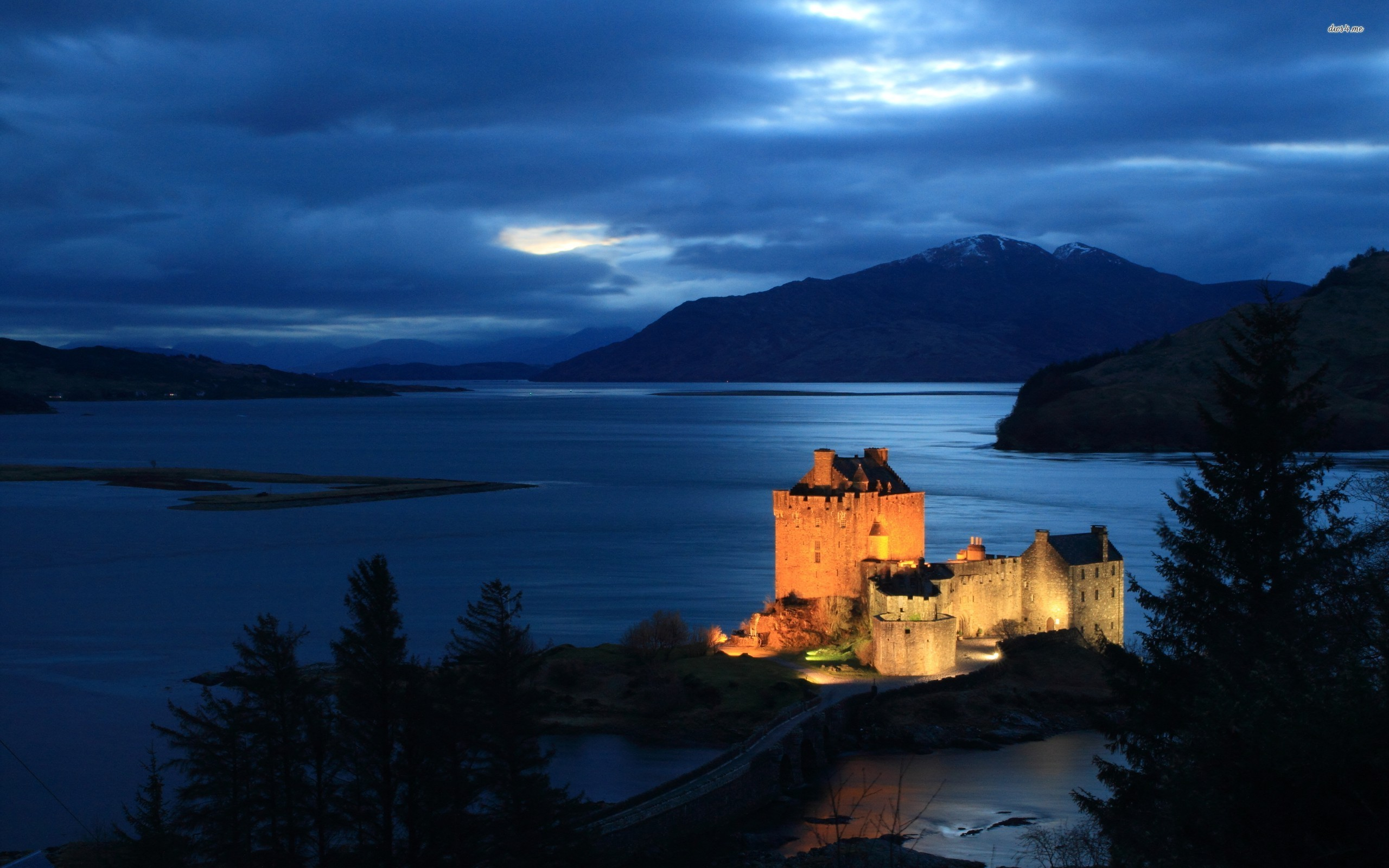 other castles, fortresses and tower houses, drop by Visit Scotland .