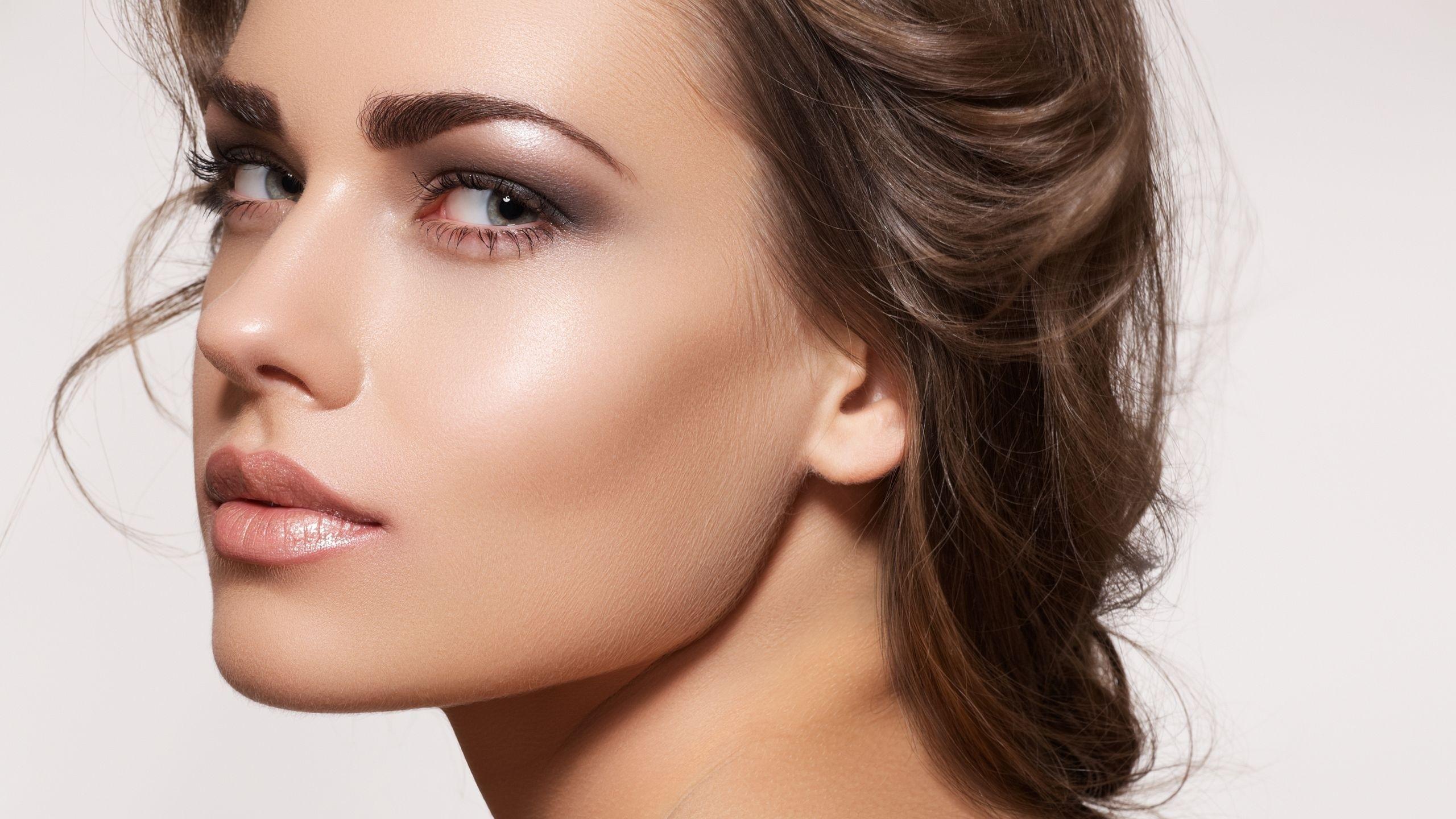 Preview wallpaper brunette, face, makeup, look, model 2560×1440