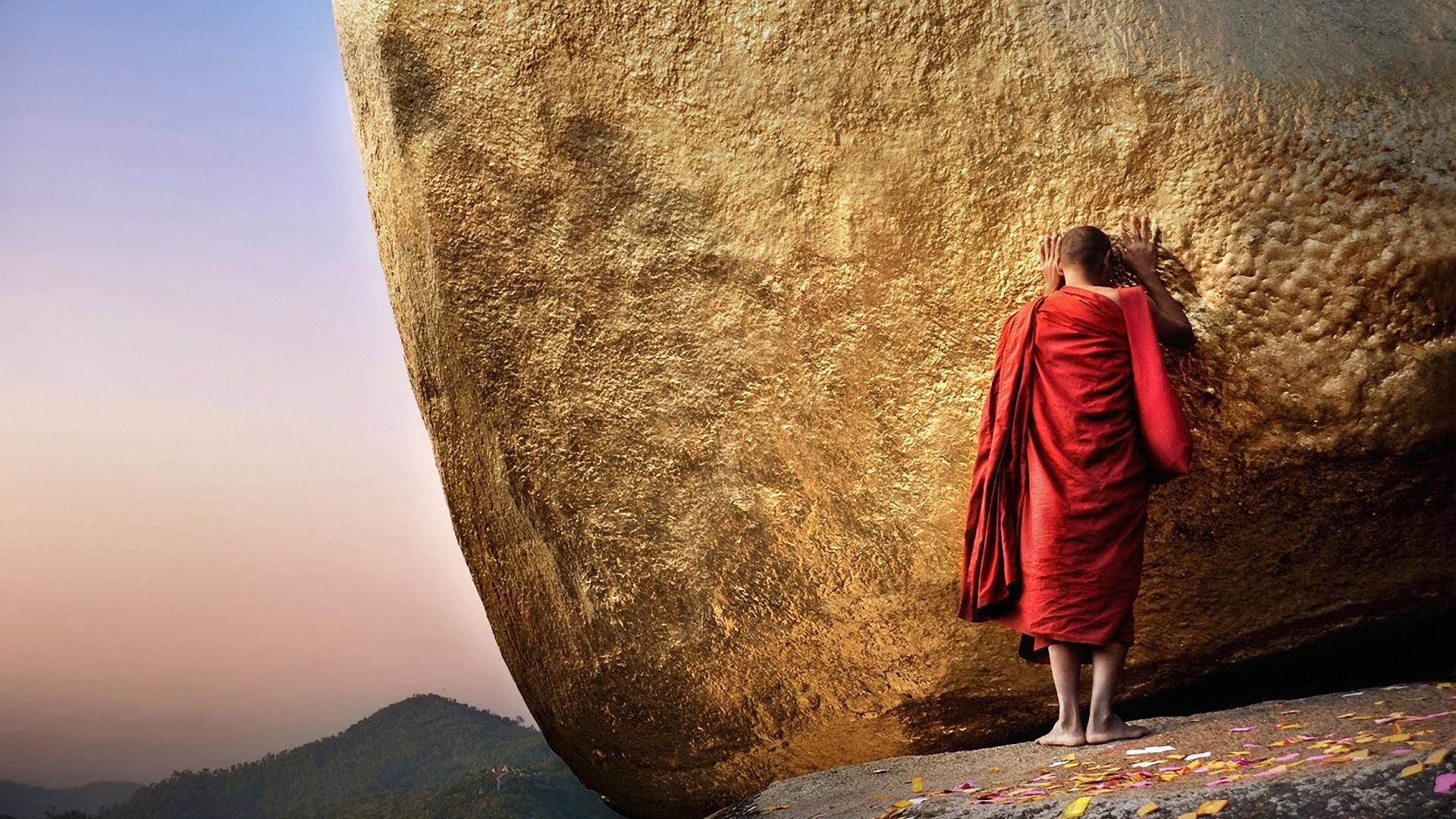 Preview wallpaper buddha, chayttiyo pagoda, golden hill, monk, burma,  myanmar 1920×1080