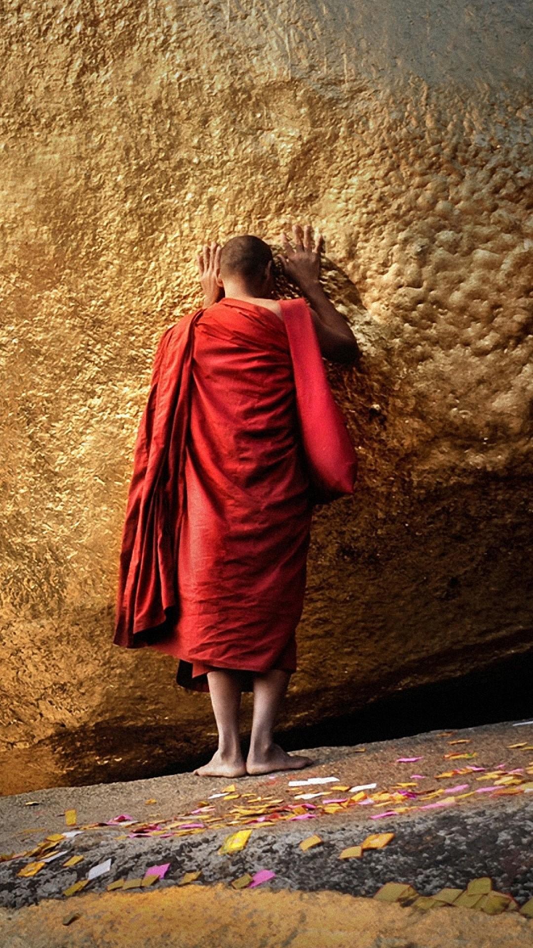 Preview wallpaper buddha, chayttiyo pagoda, golden hill, monk, burma,  myanmar 1080×1920
