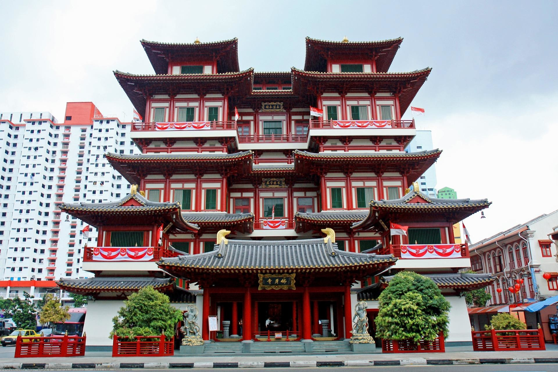 Buddha-Tooth-Relic-Temple-and-Museum-Chinatown-district-
