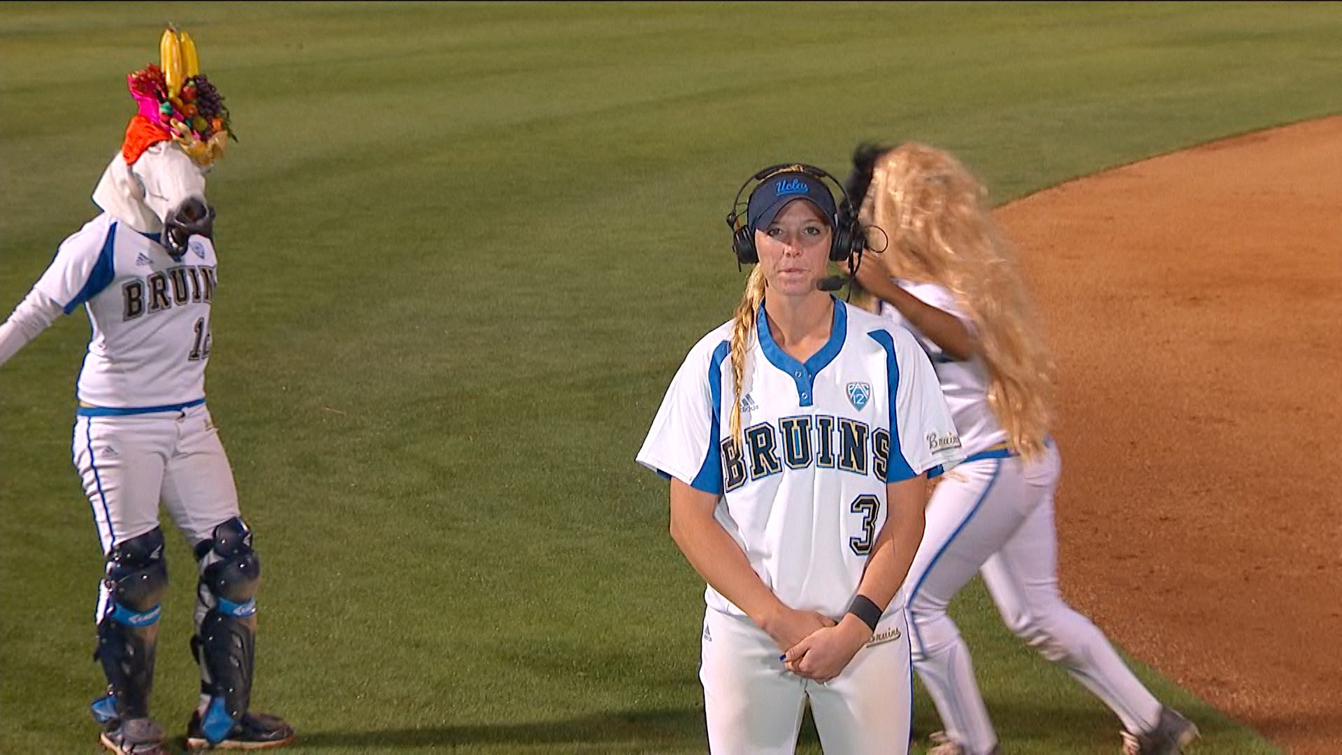 UCLA softball's Ally Carda on big game: 'I tried to keep it simple at the  plate' | Pac-12
