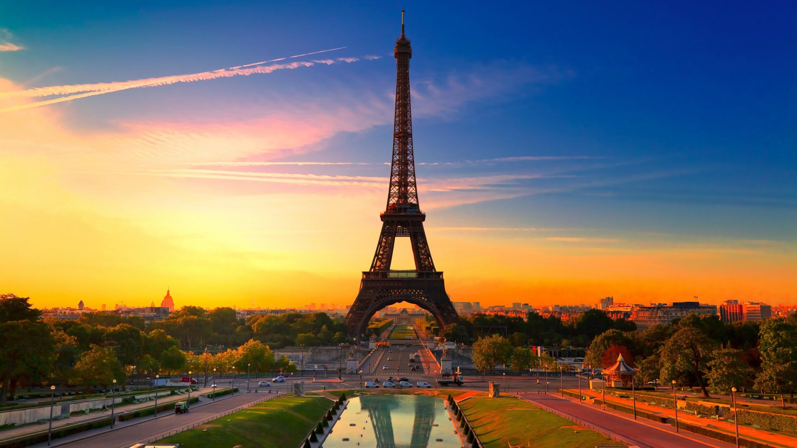 World / Eiffel Tower Wallpaper
