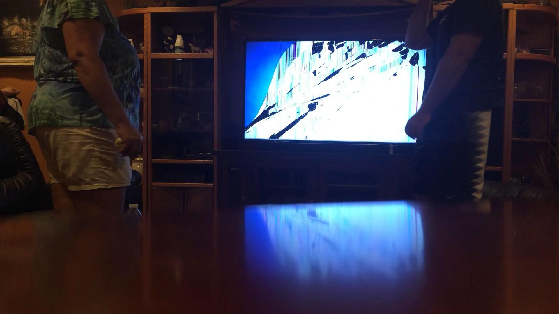 Mom freaks out after broken TV wallpaper prank