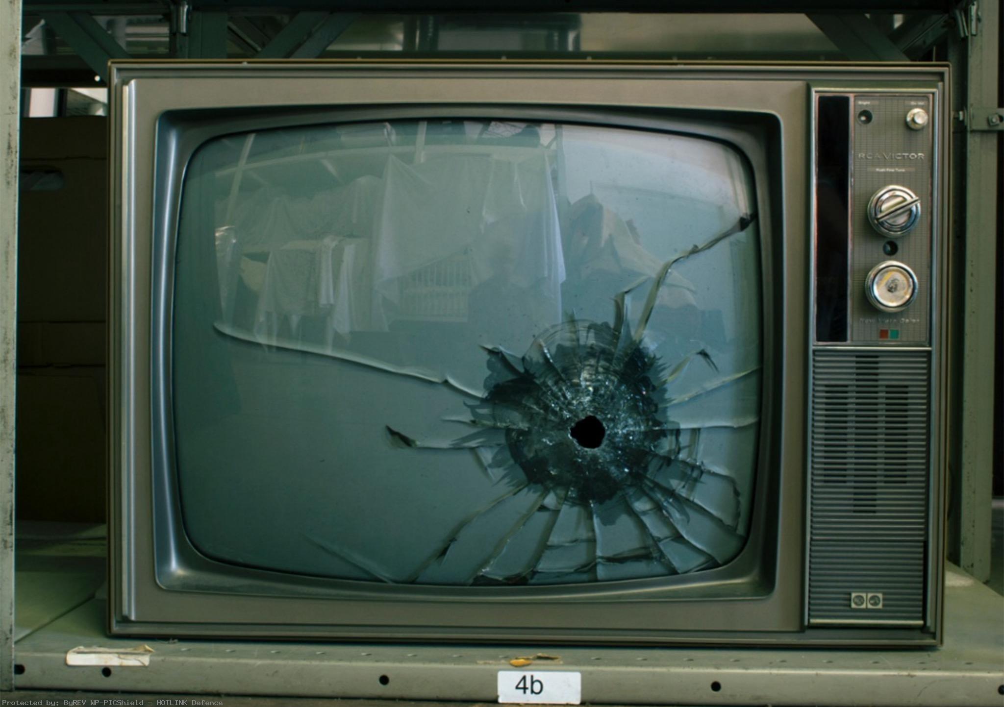 Broken-TV-grunge-wallpaper-wp4002855