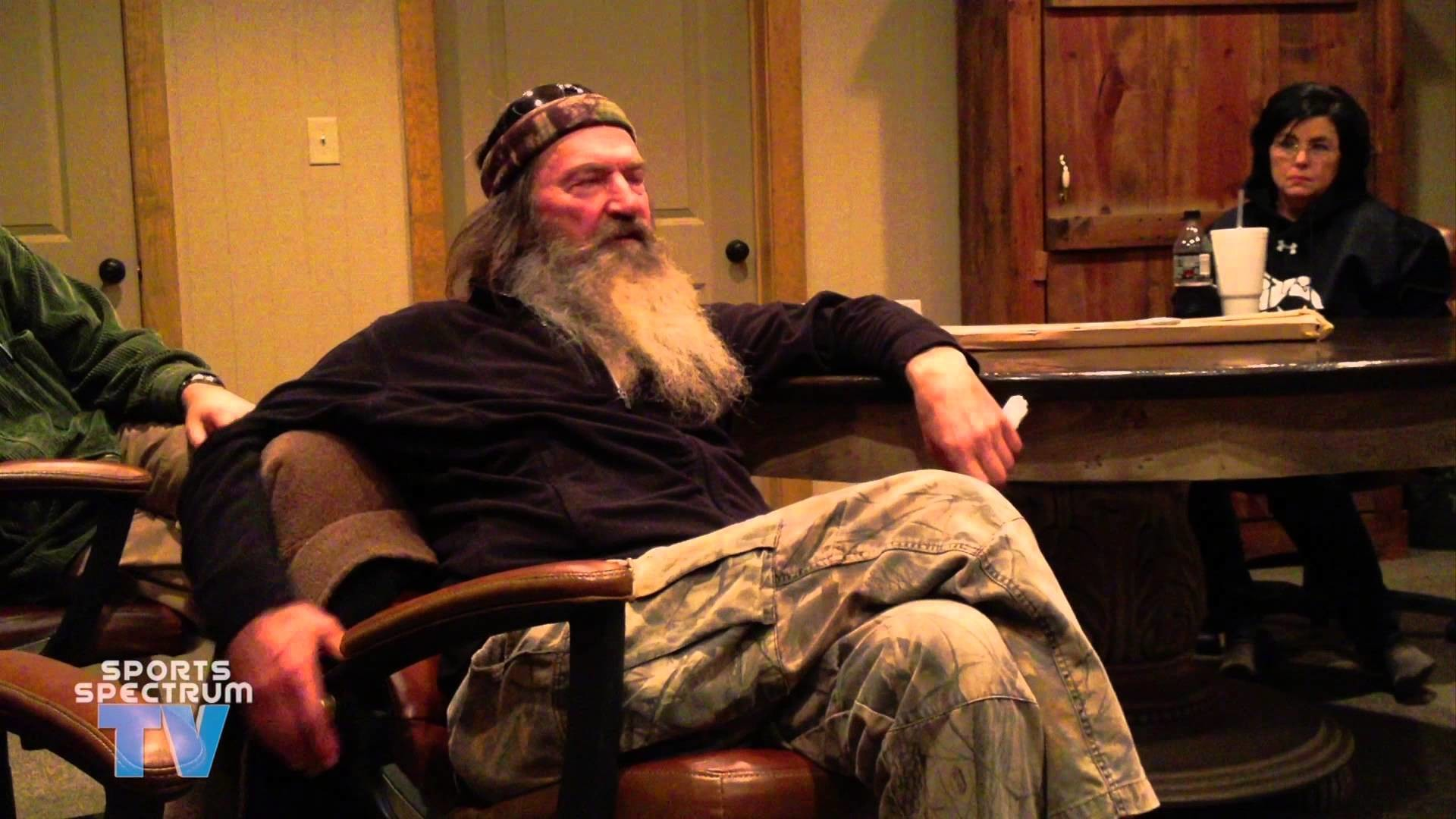 Willie & Phil Robertson talk about fake bleeps and praying in Jesus' name –  YouTube