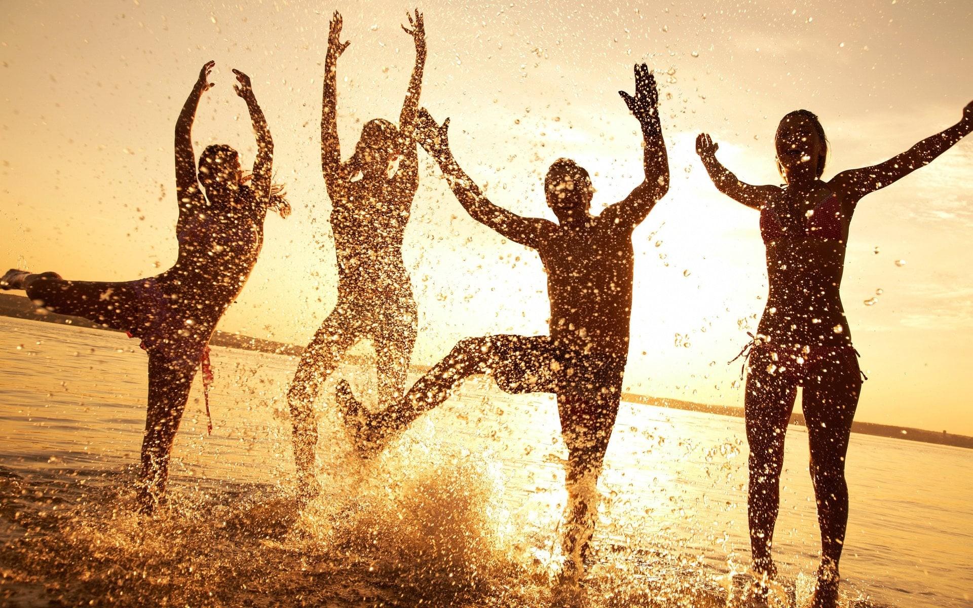 wallpaper-beach-happy-people.jpg