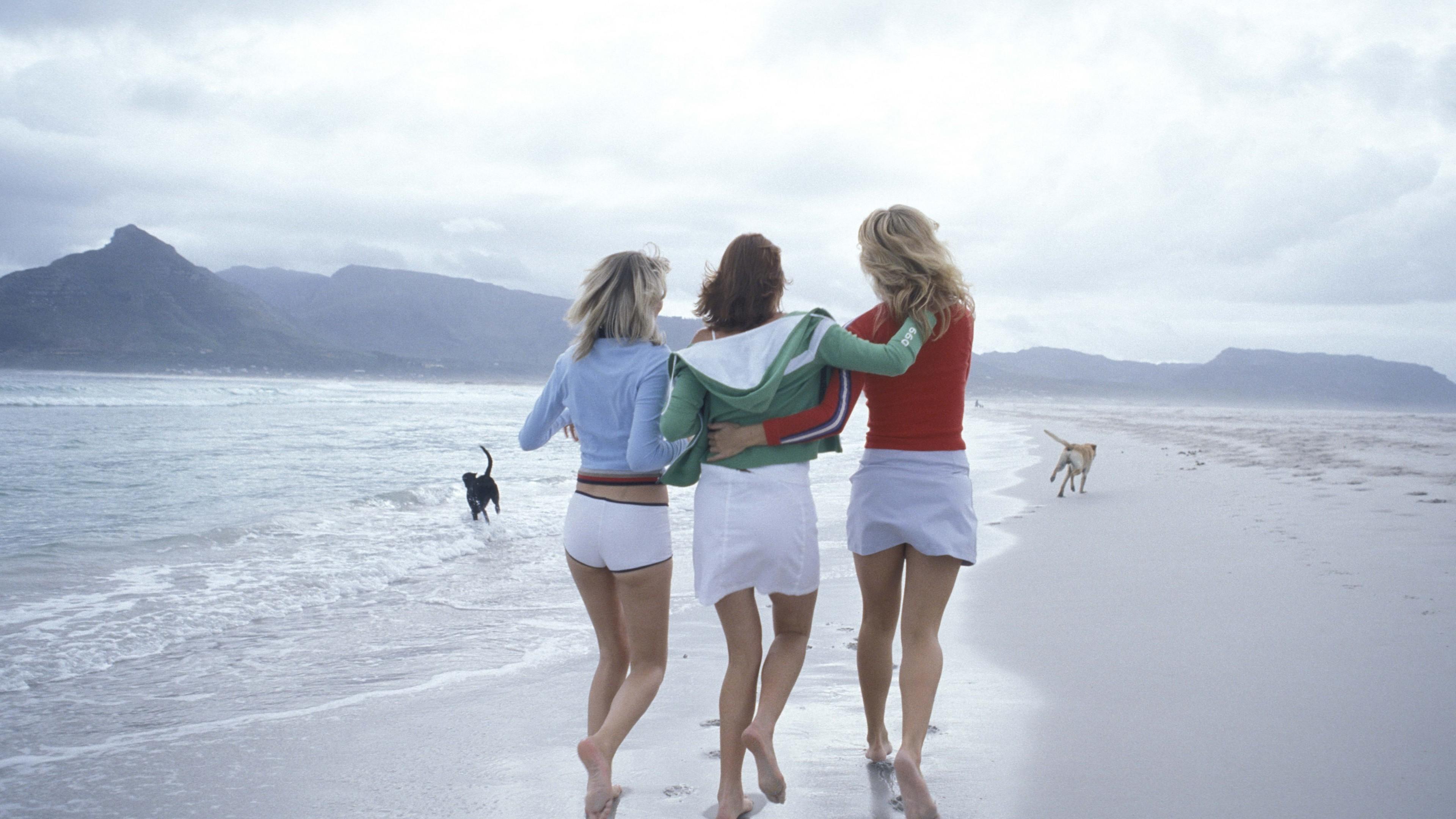 Wallpaper girls, friendship, beach, sea