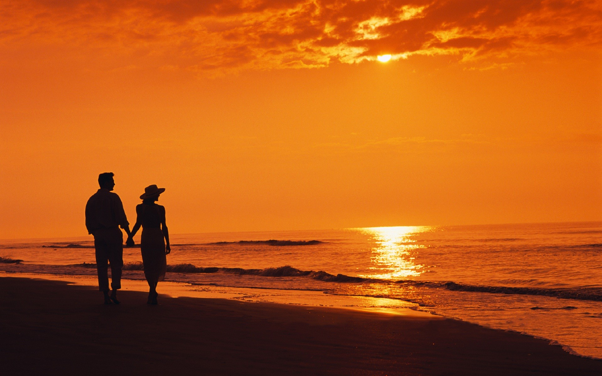 Beautiful Romantic Couple On Beach At Night Hd Wallpapers Rocks
