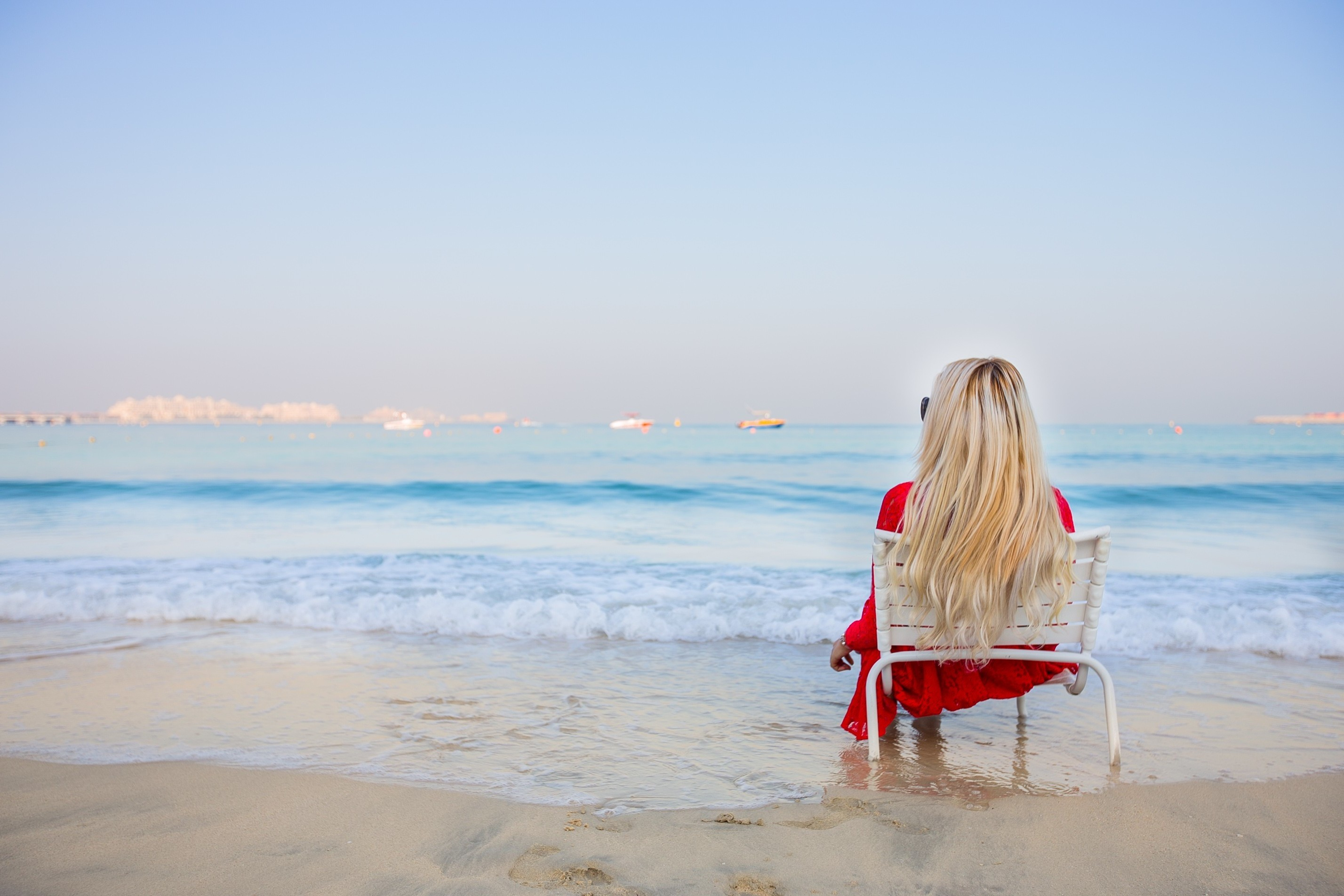 blonde, Women, Sitting, Beach, Sea, Chair Wallpapers HD / Desktop and  Mobile Backgrounds