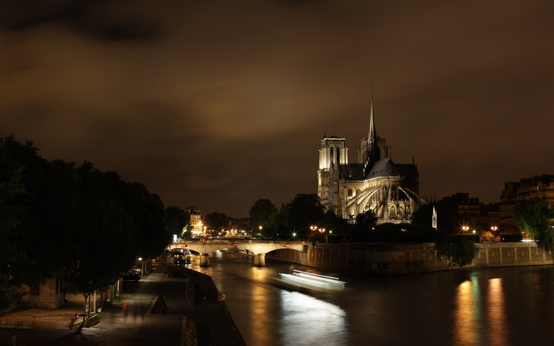 Fantastic Night View Of Notre Dame Cathedral HD wallpapers