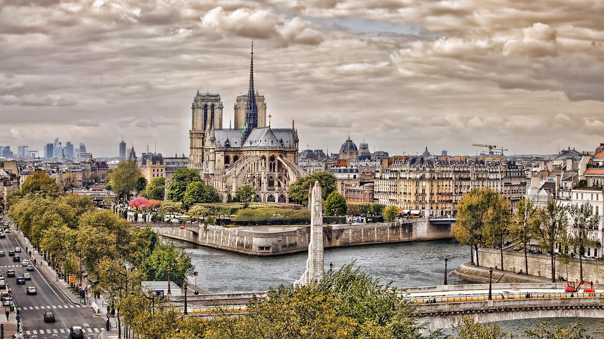 Notre Dame de Paris …