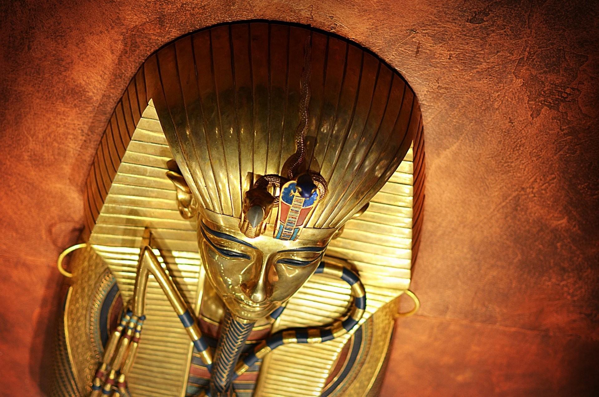 tutankhamun tutankhamun pharaoh ancient egypt mask background