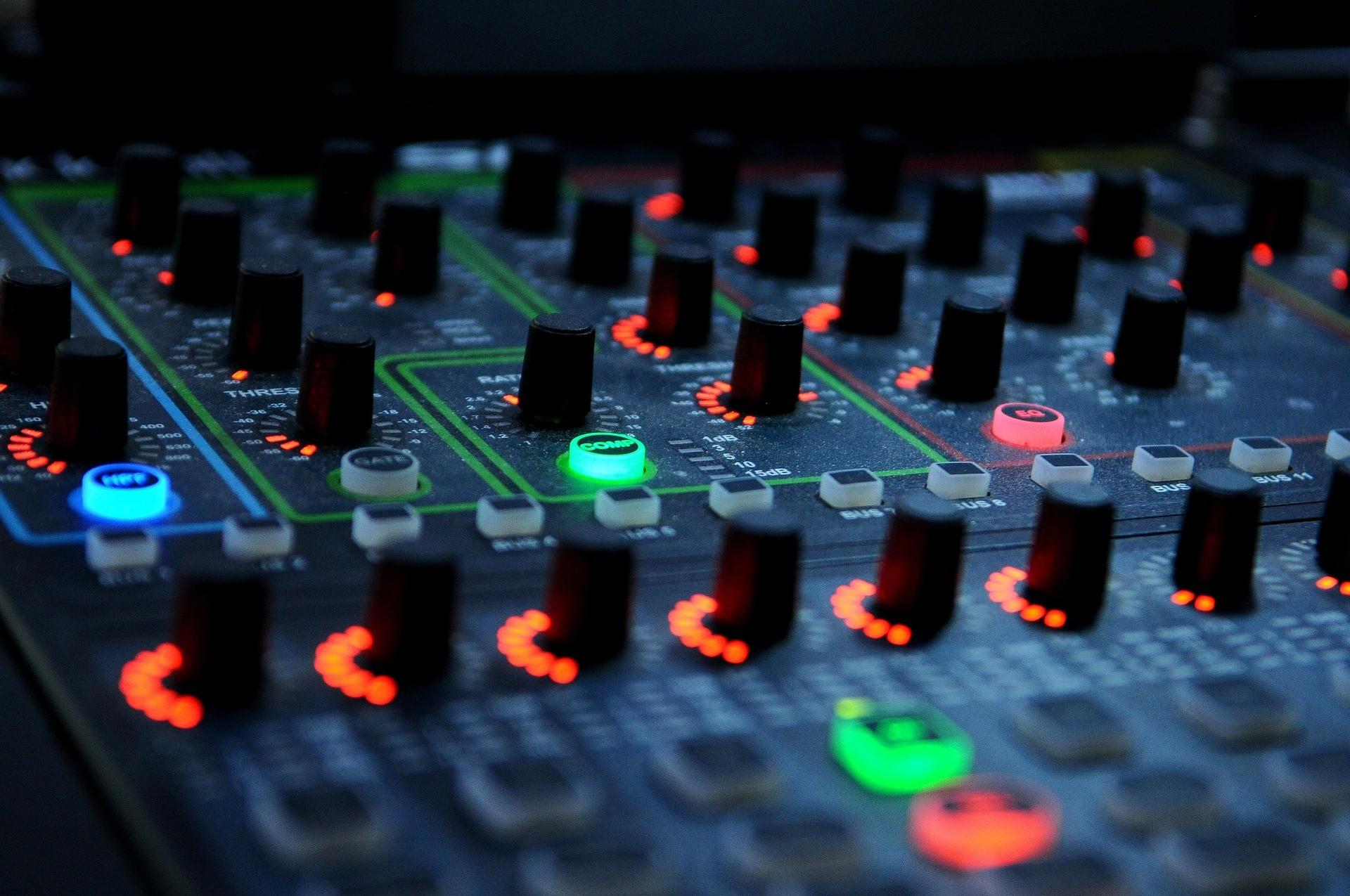 dj mixer, EQ, effects, DJ